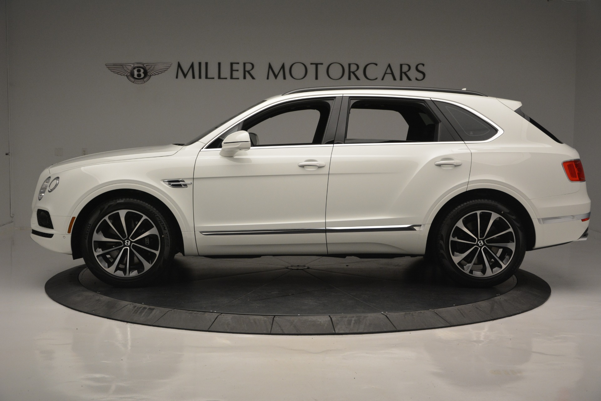 Used 2019 Bentley Bentayga V8 For Sale In Westport, CT 2162_p2