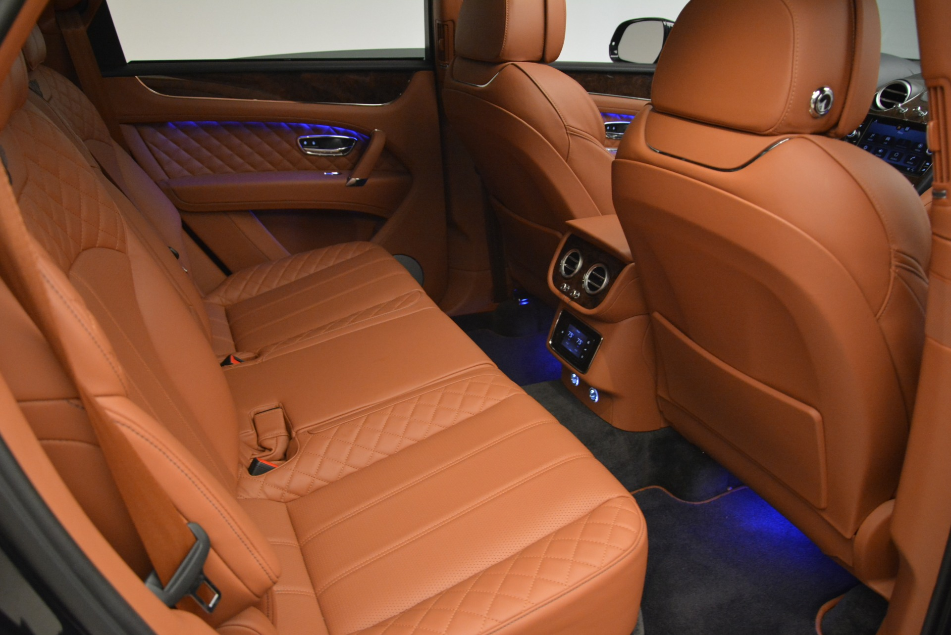 Used 2018 Bentley Bentayga W12 Signature For Sale In Westport, CT 2165_p22
