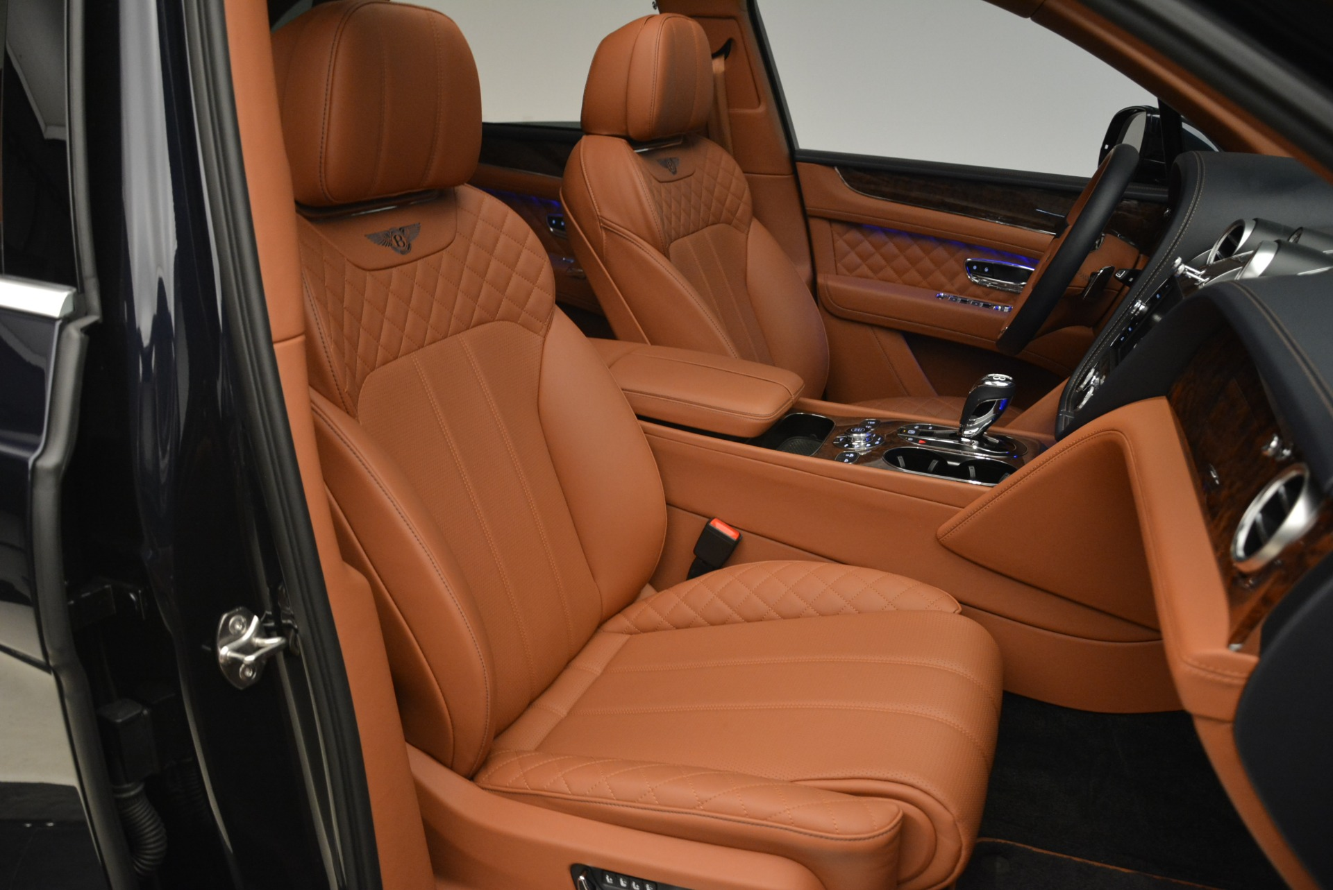 Used 2018 Bentley Bentayga W12 Signature For Sale In Westport, CT 2165_p25