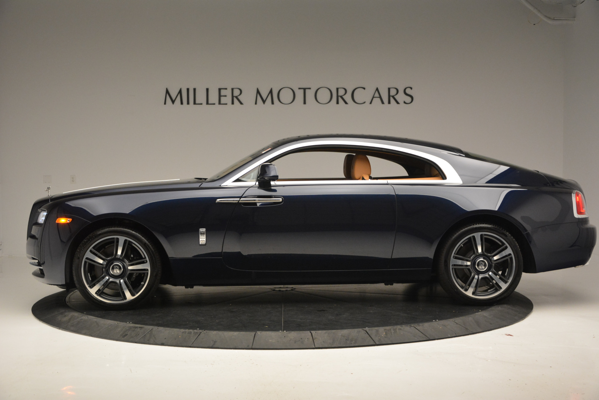 Used 2016 Rolls-Royce Wraith  For Sale In Westport, CT 219_p2