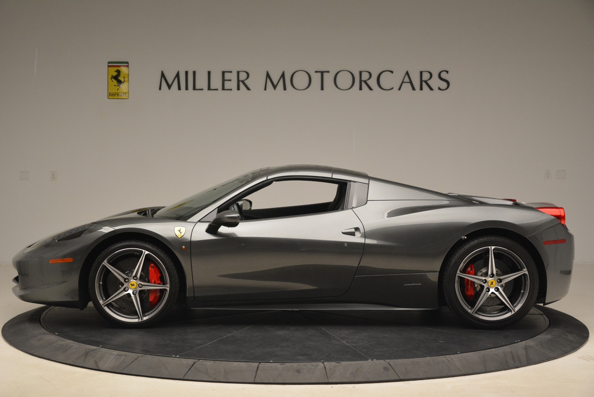 Used 2013 Ferrari 458 Spider  For Sale In Westport, CT 2202_p15