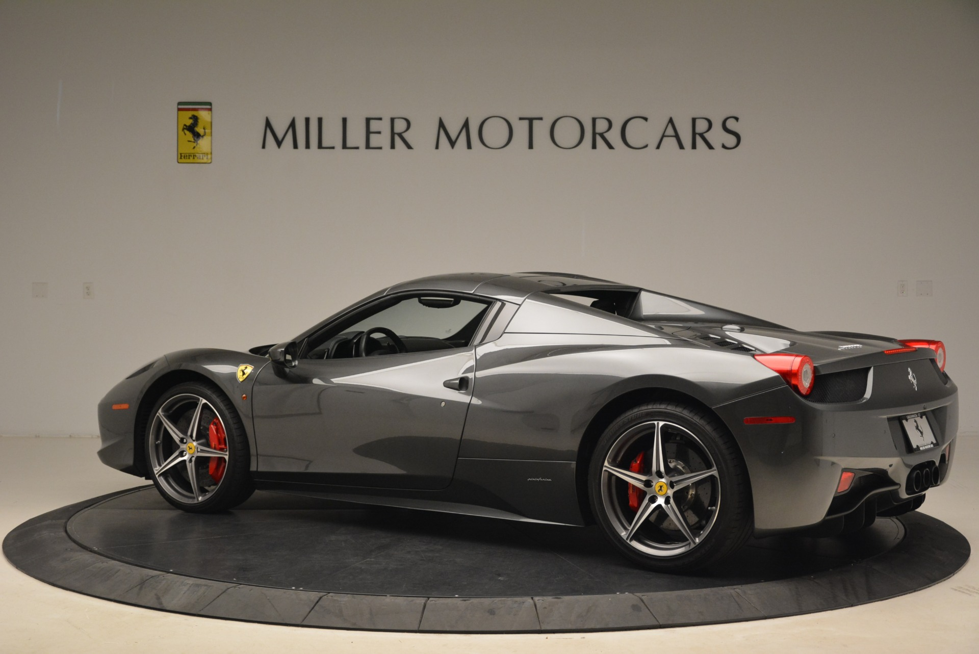 Used 2013 Ferrari 458 Spider  For Sale In Westport, CT 2202_p16