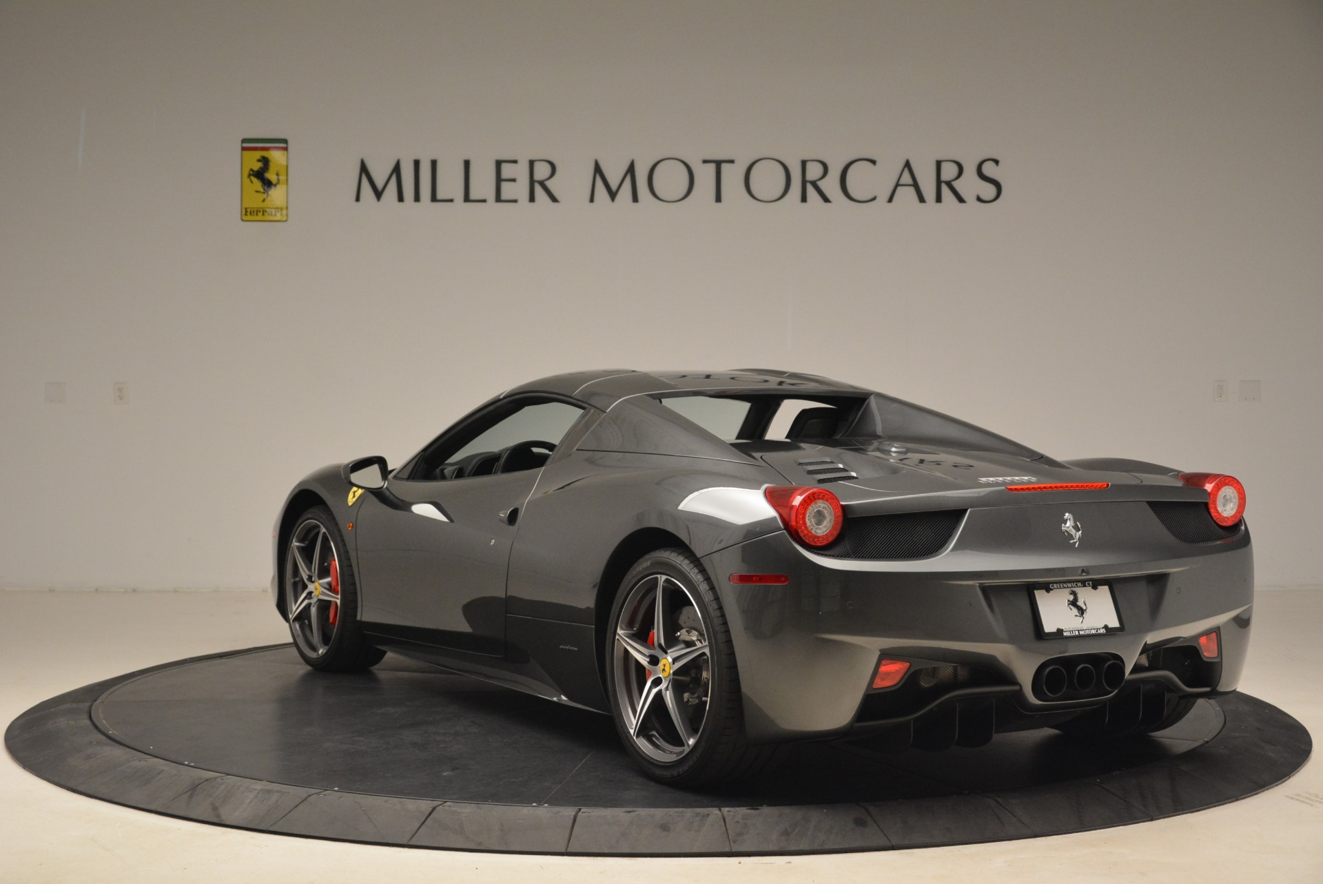 Used 2013 Ferrari 458 Spider  For Sale In Westport, CT 2202_p17