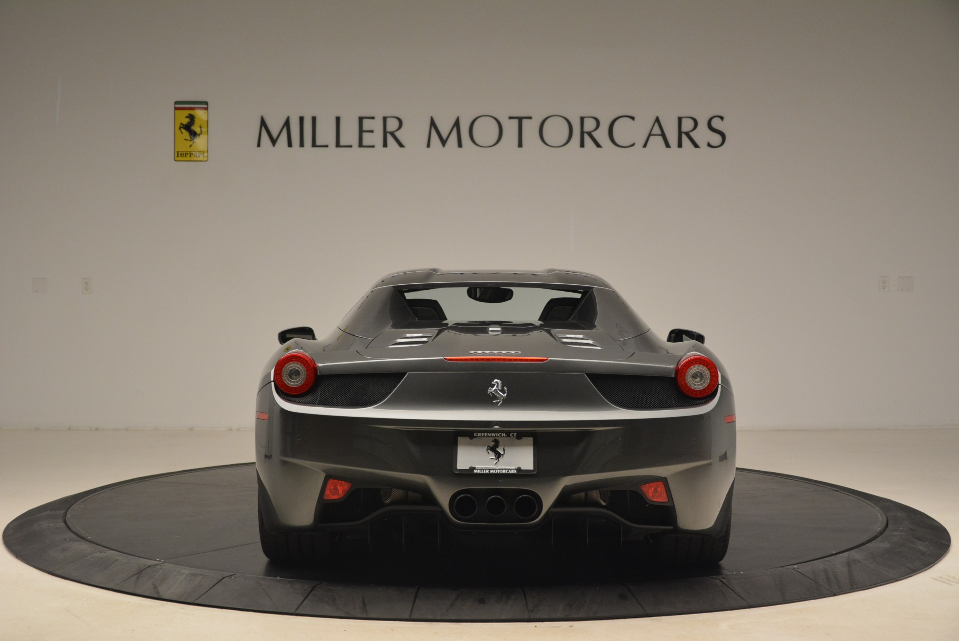 Used 2013 Ferrari 458 Spider  For Sale In Westport, CT 2202_p18