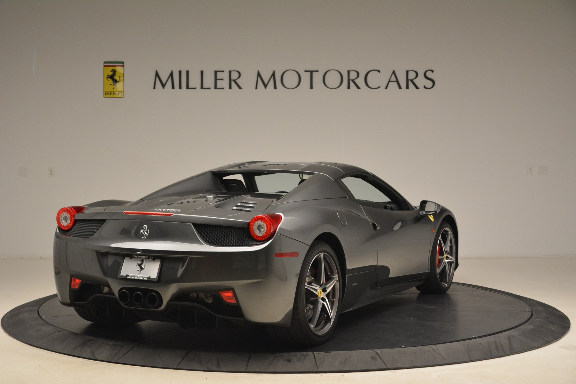 Used 2013 Ferrari 458 Spider  For Sale In Westport, CT 2202_p19