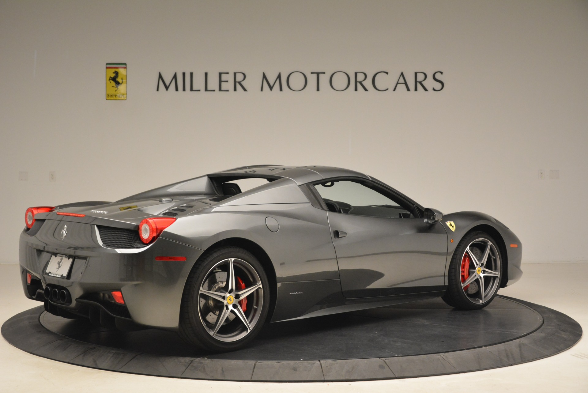 Used 2013 Ferrari 458 Spider  For Sale In Westport, CT 2202_p20