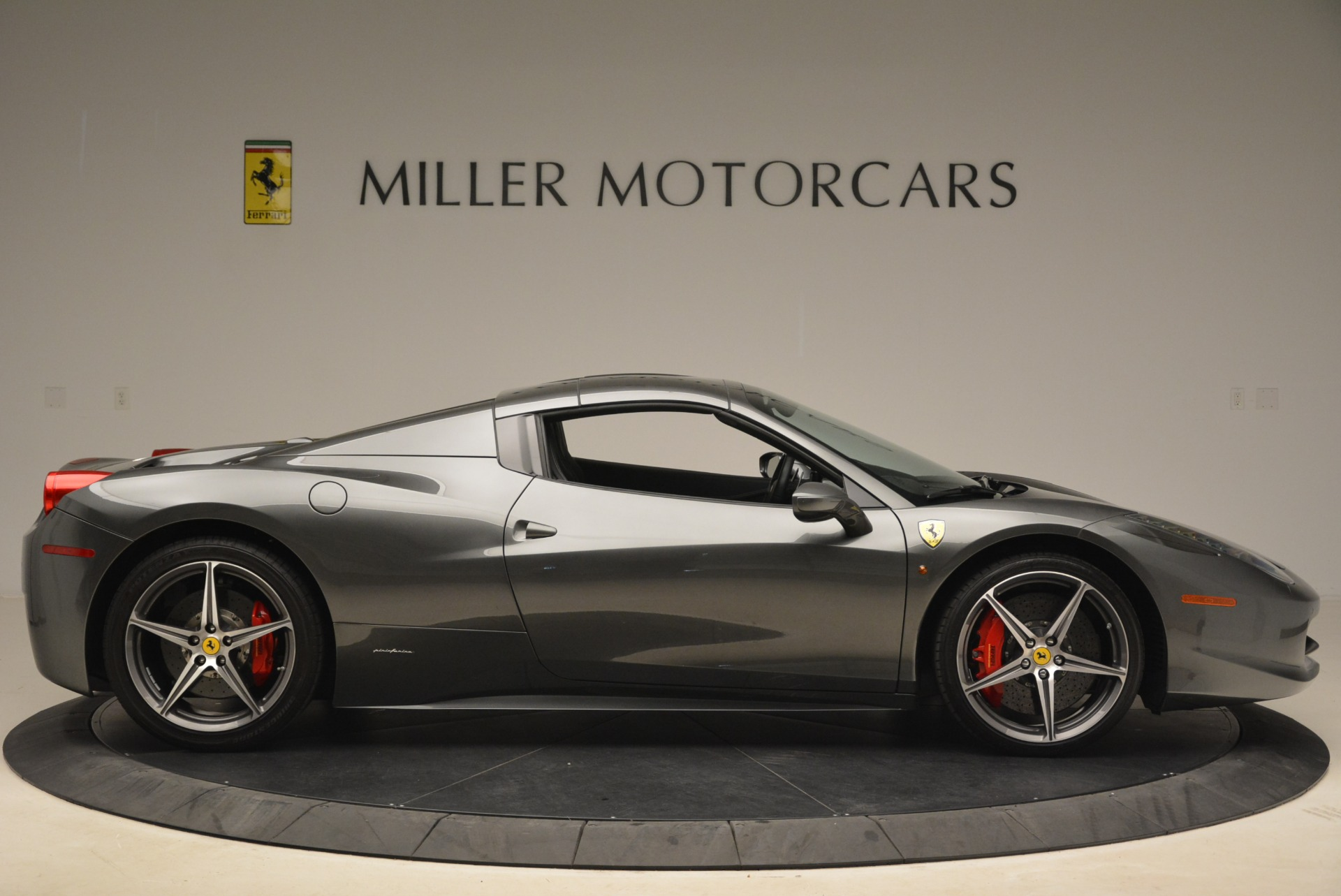 Used 2013 Ferrari 458 Spider  For Sale In Westport, CT 2202_p21