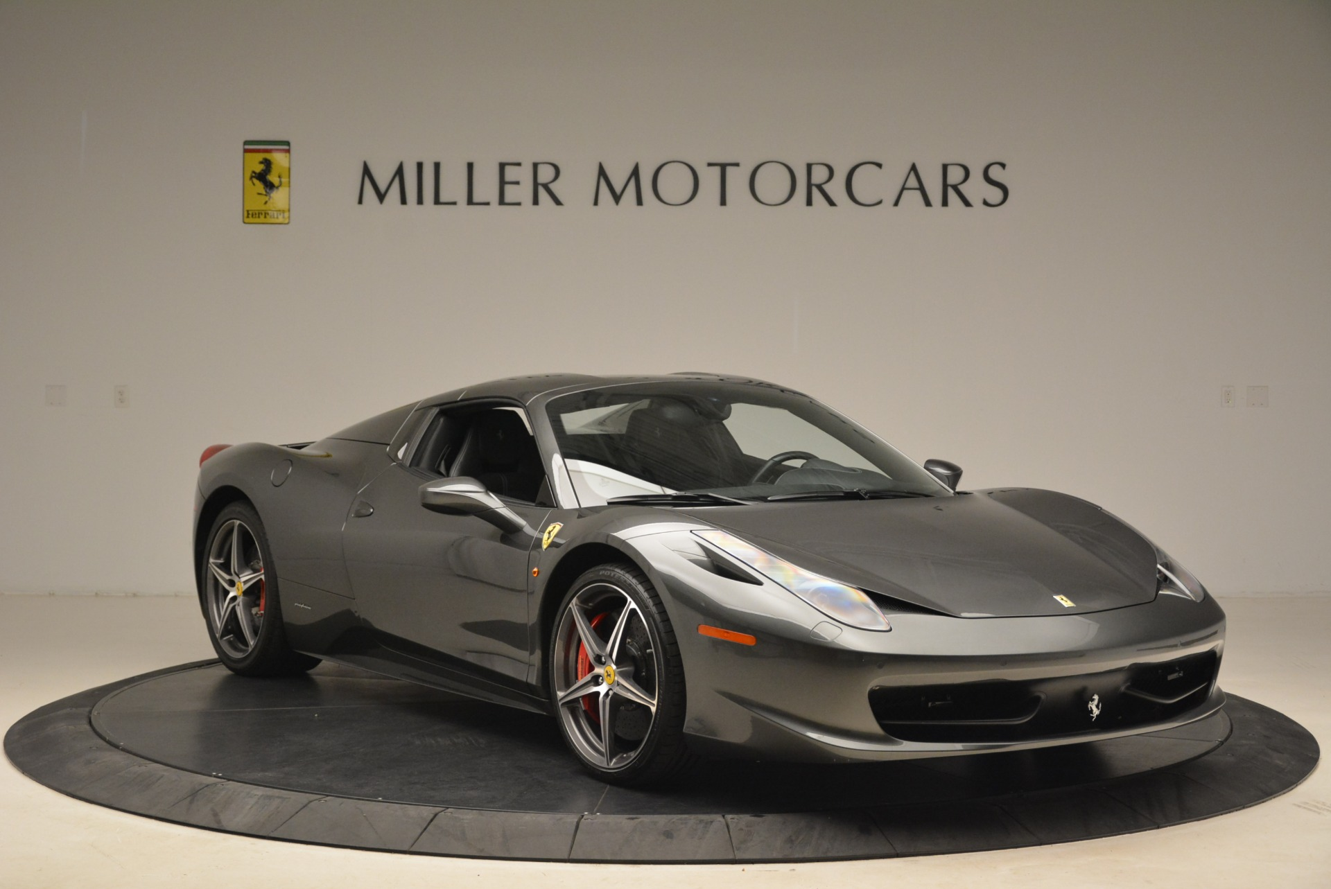 Used 2013 Ferrari 458 Spider  For Sale In Westport, CT 2202_p23