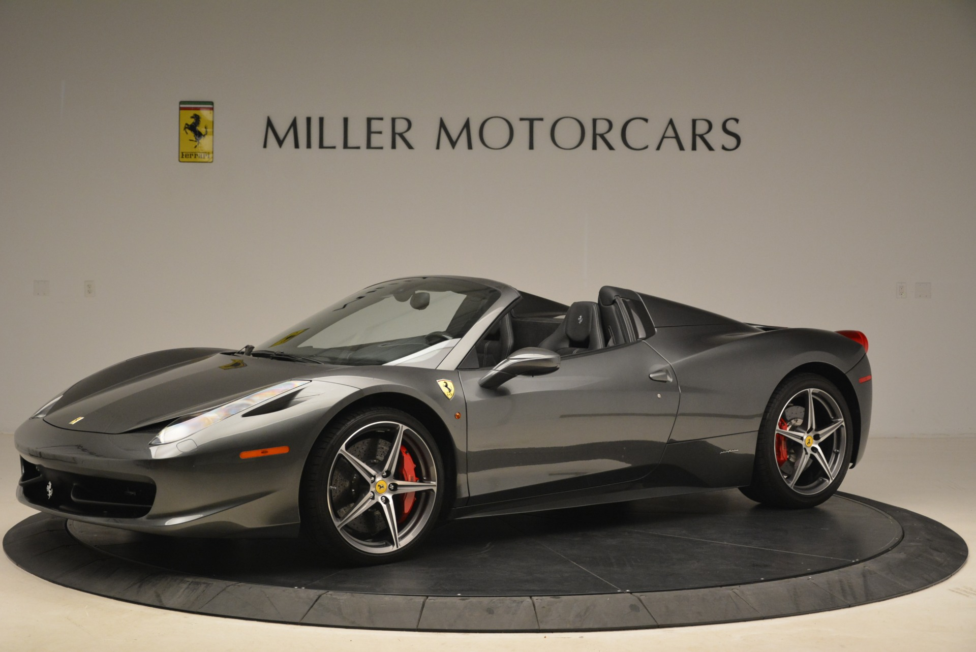 Used 2013 Ferrari 458 Spider  For Sale In Westport, CT 2202_p2