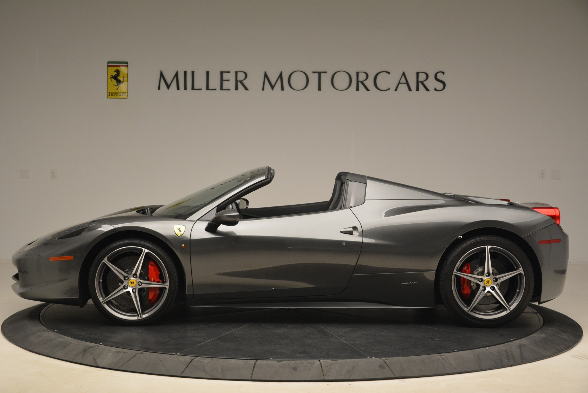 Used 2013 Ferrari 458 Spider  For Sale In Westport, CT 2202_p3