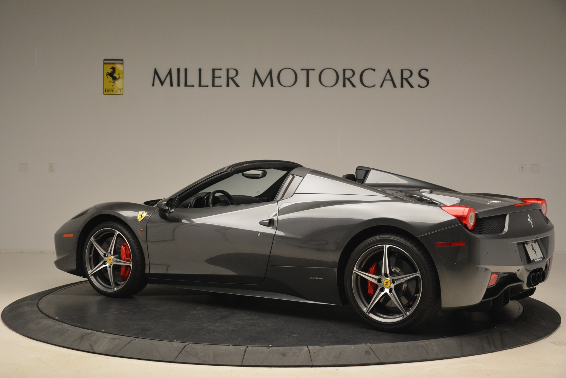 Used 2013 Ferrari 458 Spider  For Sale In Westport, CT 2202_p4