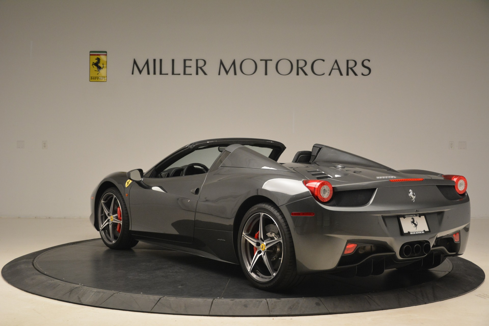 Used 2013 Ferrari 458 Spider  For Sale In Westport, CT 2202_p5