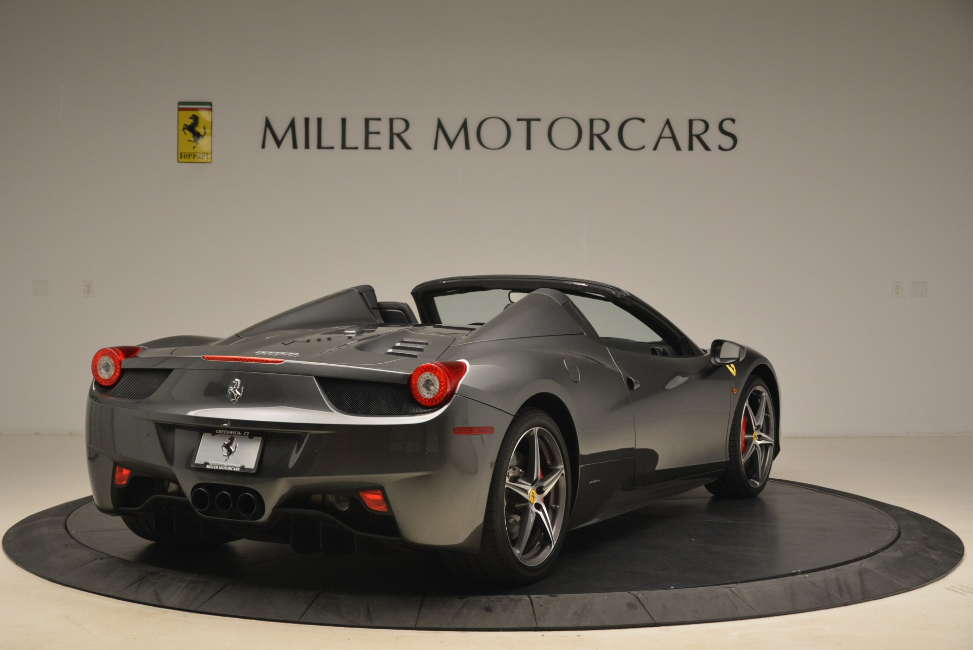 Used 2013 Ferrari 458 Spider  For Sale In Westport, CT 2202_p7