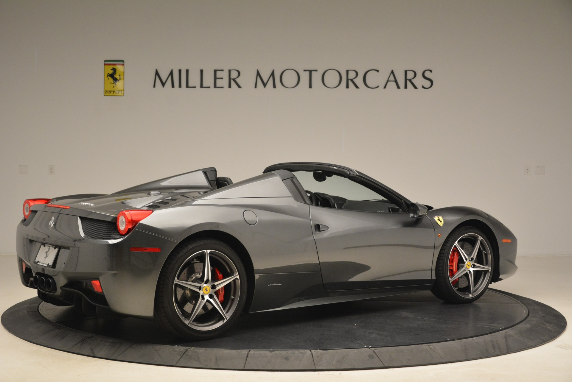 Used 2013 Ferrari 458 Spider  For Sale In Westport, CT 2202_p8