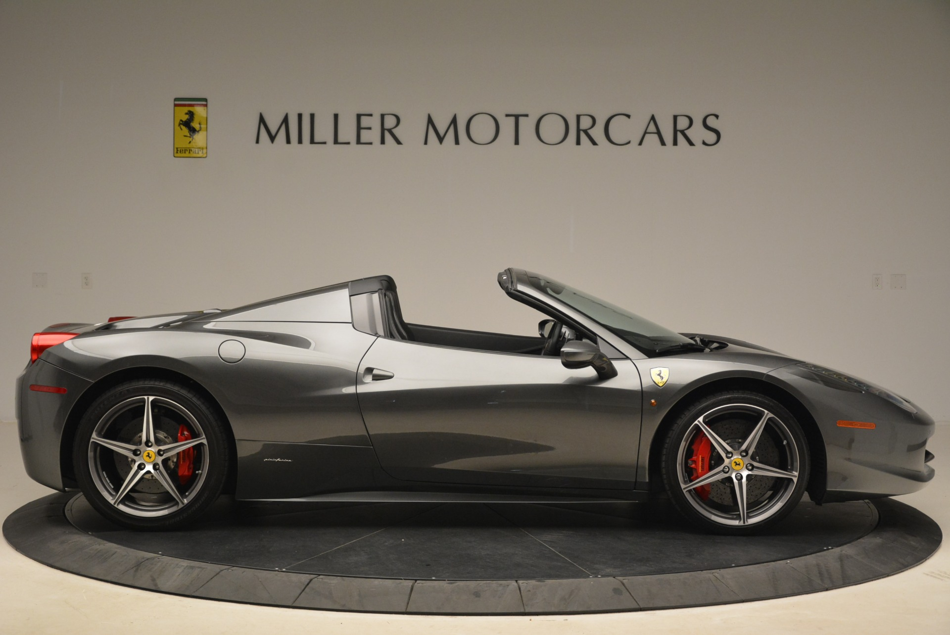 Used 2013 Ferrari 458 Spider  For Sale In Westport, CT 2202_p9