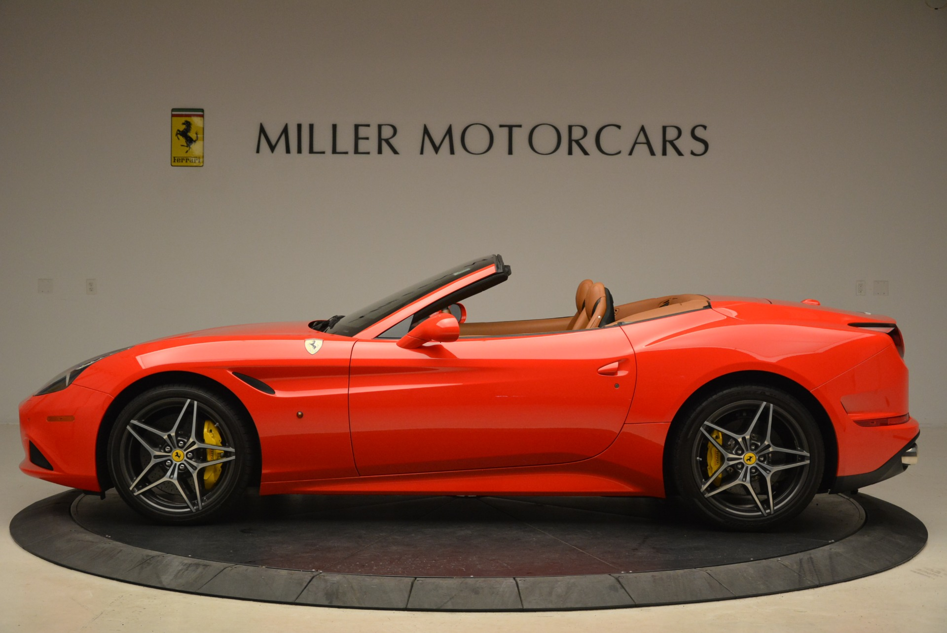 Used 2015 Ferrari California T  For Sale In Westport, CT 2221_p3