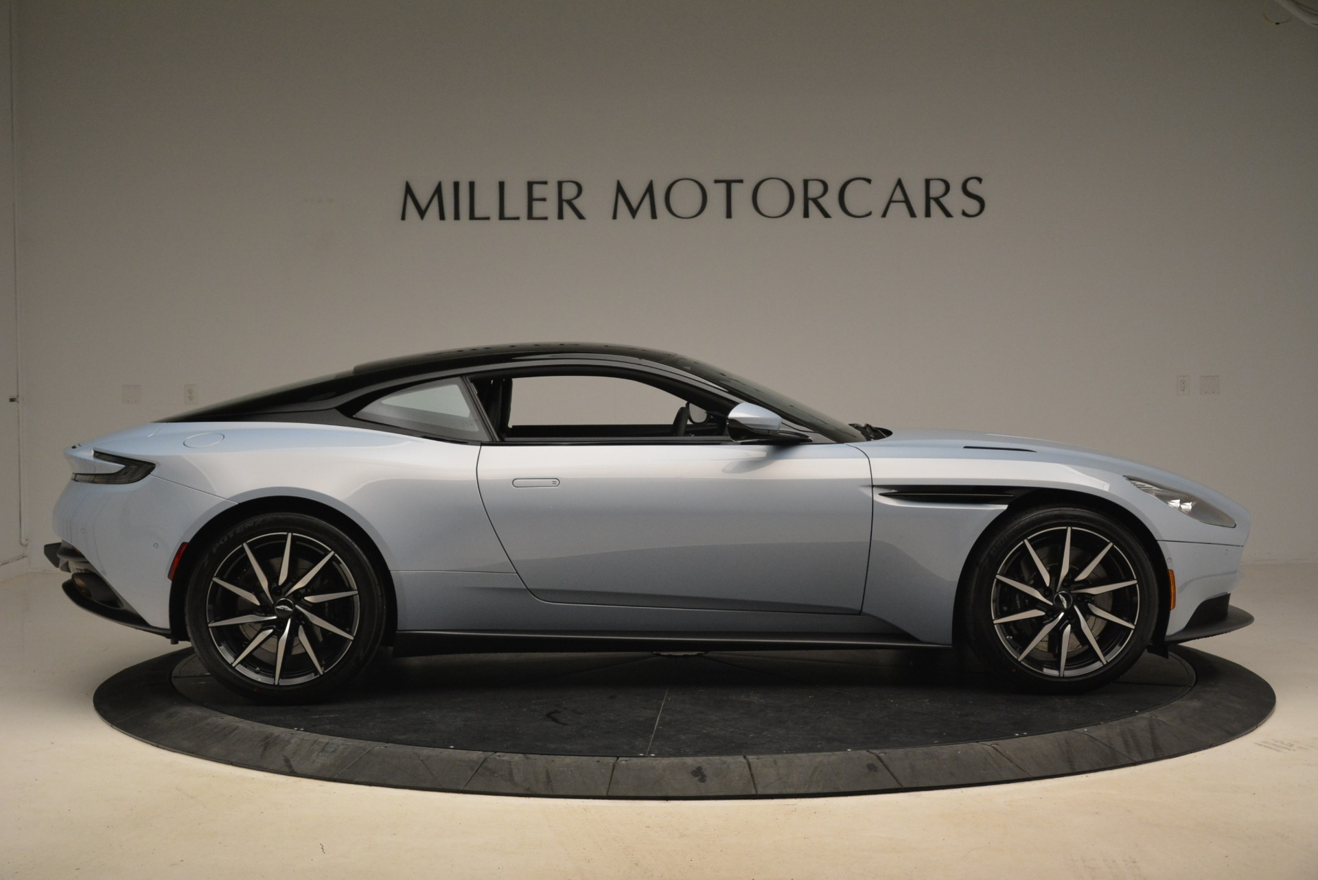 New 2018 Aston Martin DB11 V12 For Sale In Westport, CT 2225_p9