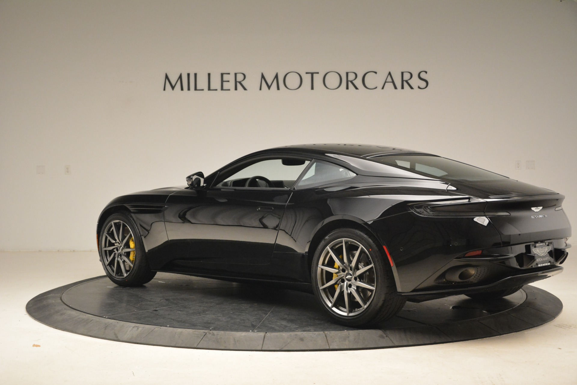Used 2018 Aston Martin DB11 V8 Coupe For Sale In Westport, CT 2237_p4