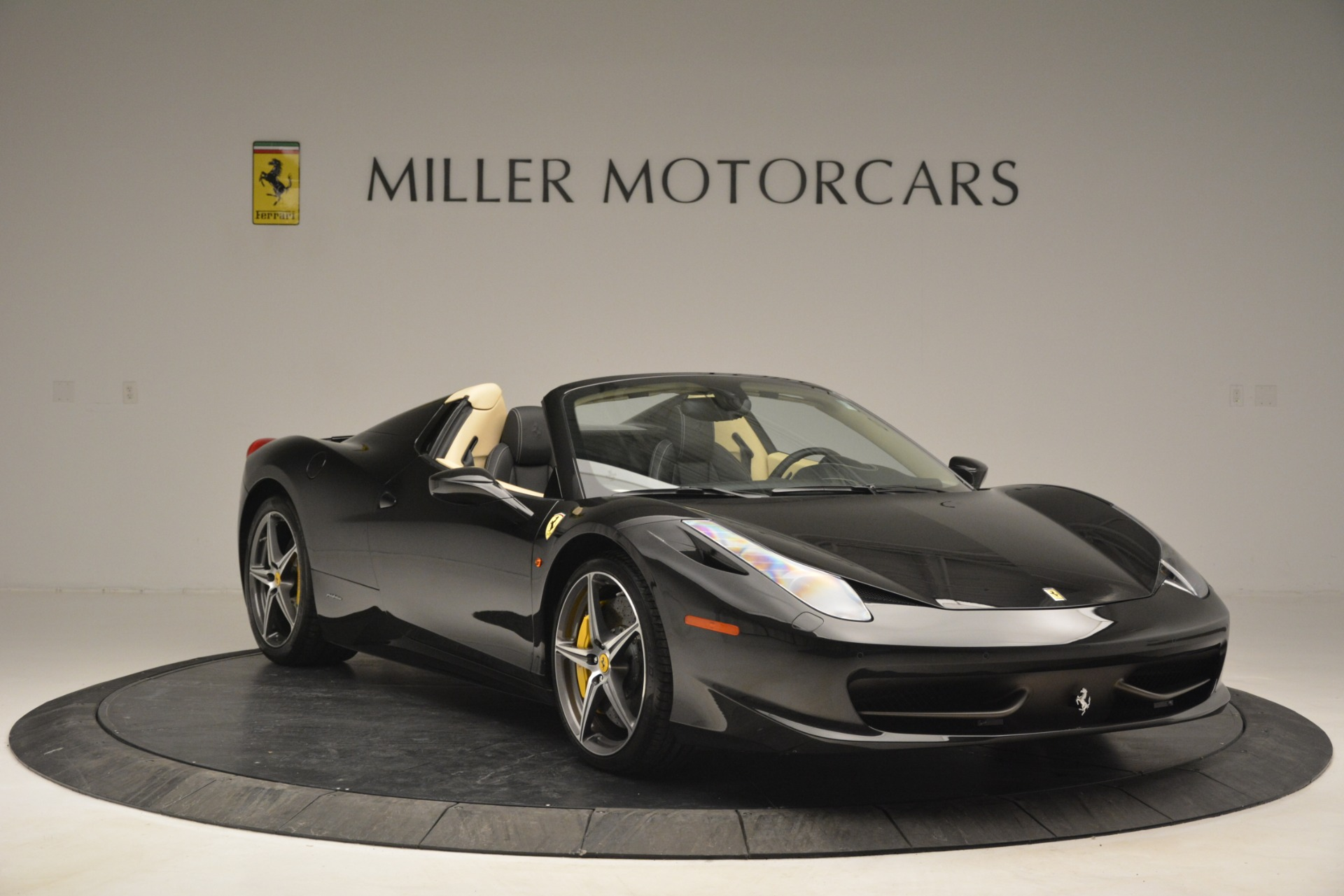 Used 2014 Ferrari 458 Spider  For Sale In Westport, CT 2258_p11