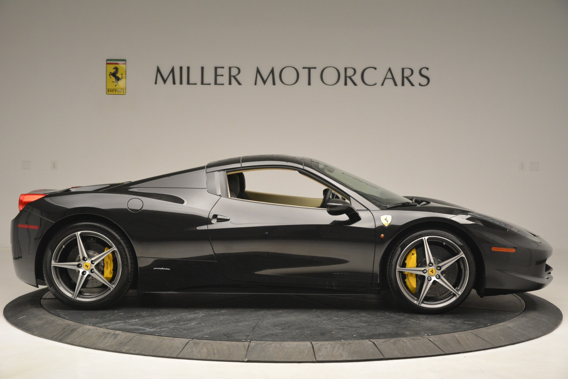Used 2014 Ferrari 458 Spider  For Sale In Westport, CT 2258_p21