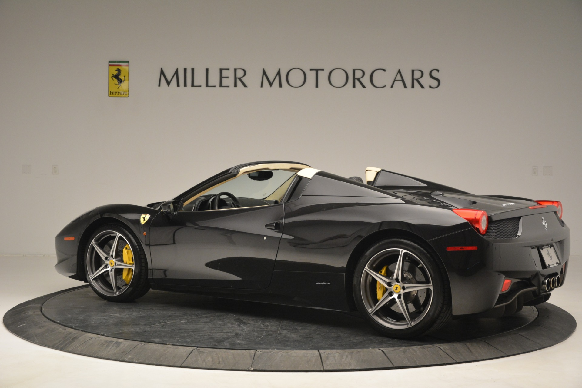 Used 2014 Ferrari 458 Spider  For Sale In Westport, CT 2258_p4