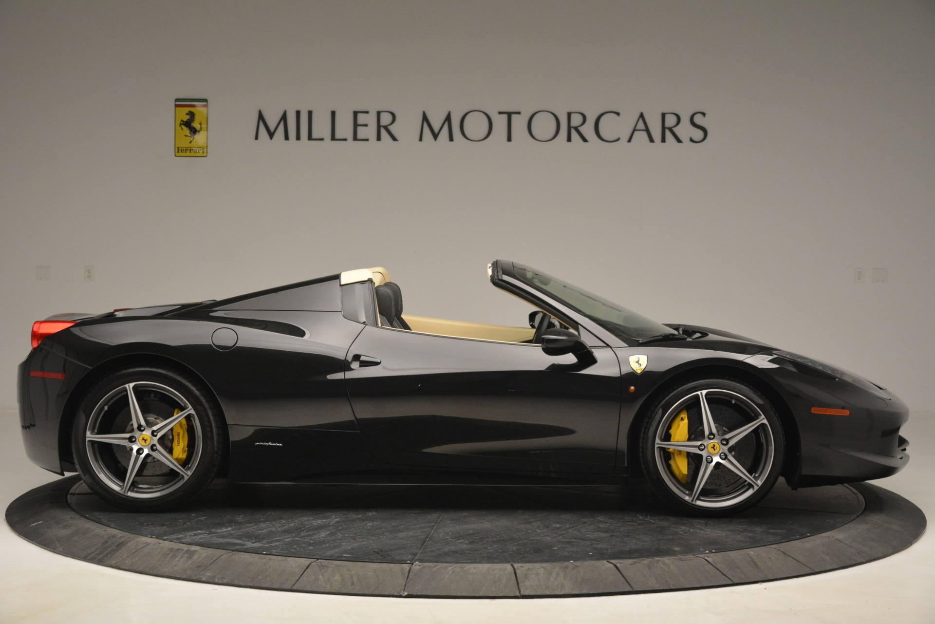 Used 2014 Ferrari 458 Spider  For Sale In Westport, CT 2258_p9