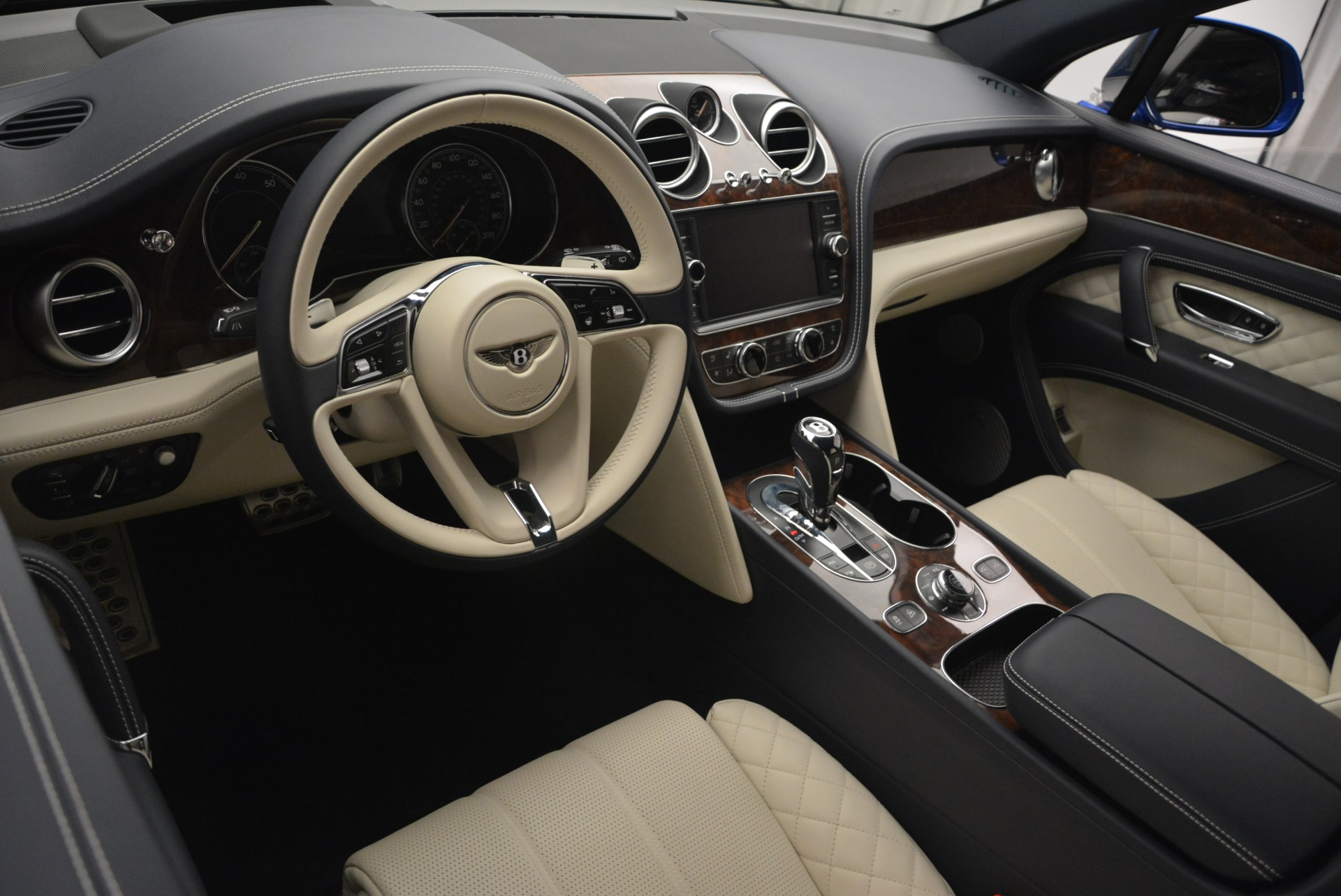 Used 2018 Bentley Bentayga W12 Signature For Sale In Westport, CT 2265_p29
