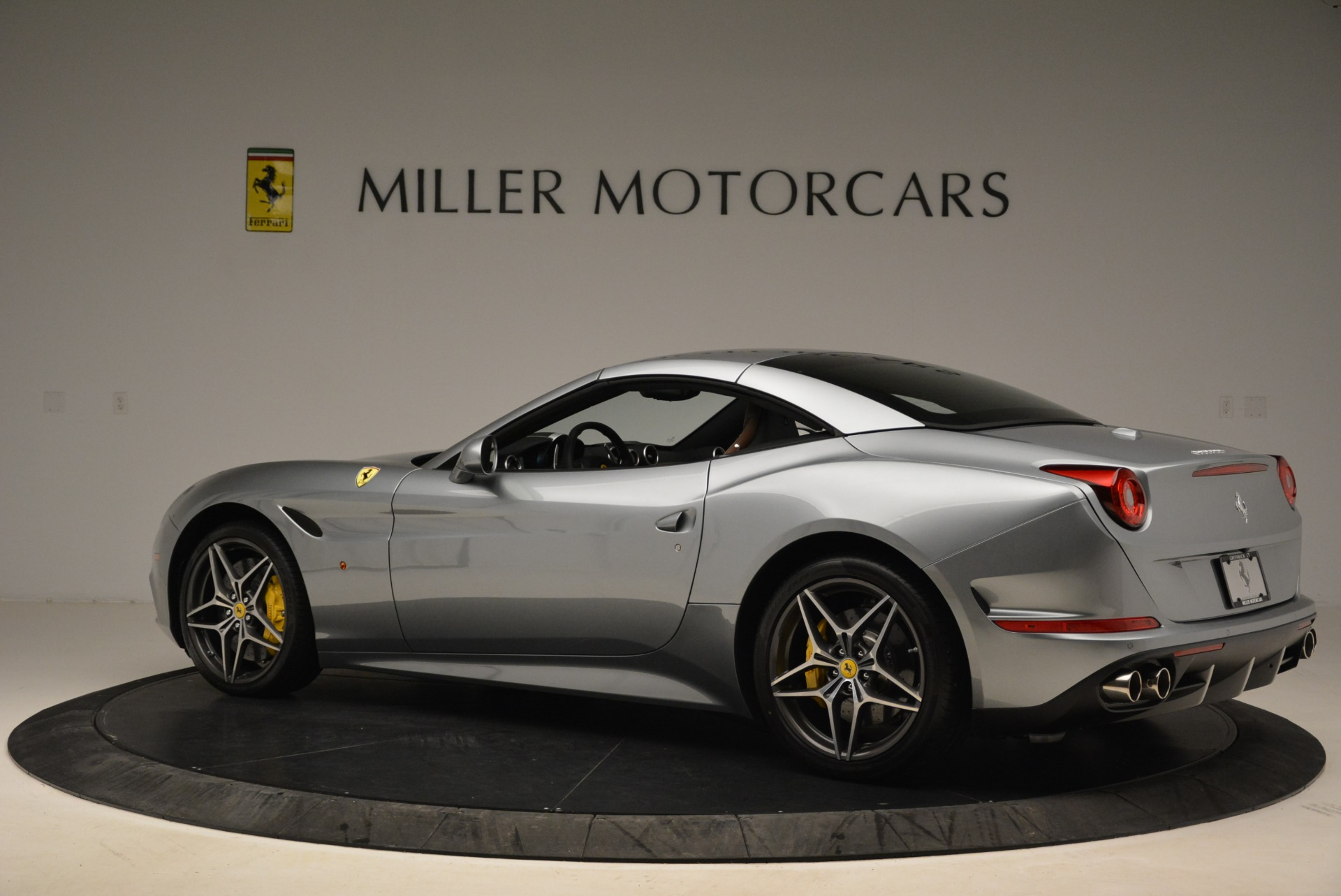 Used 2018 Ferrari California T  For Sale In Westport, CT 2287_p16