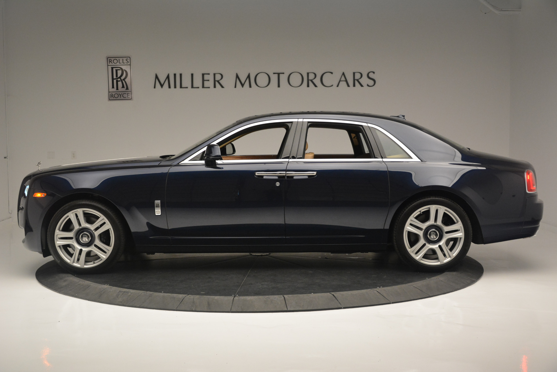 Used 2015 Rolls-Royce Ghost  For Sale In Westport, CT 2297_p3