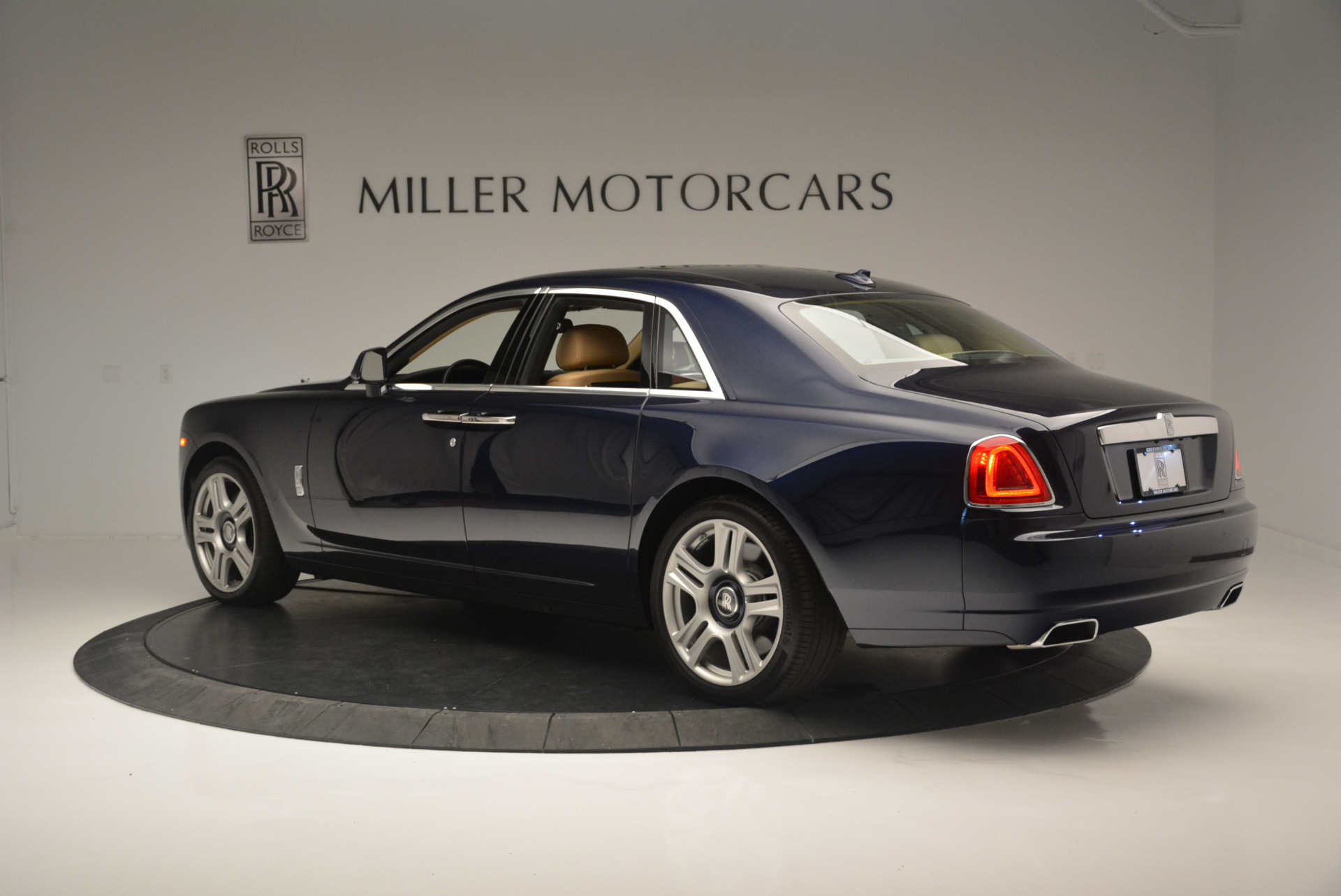 Used 2015 Rolls-Royce Ghost  For Sale In Westport, CT 2297_p4