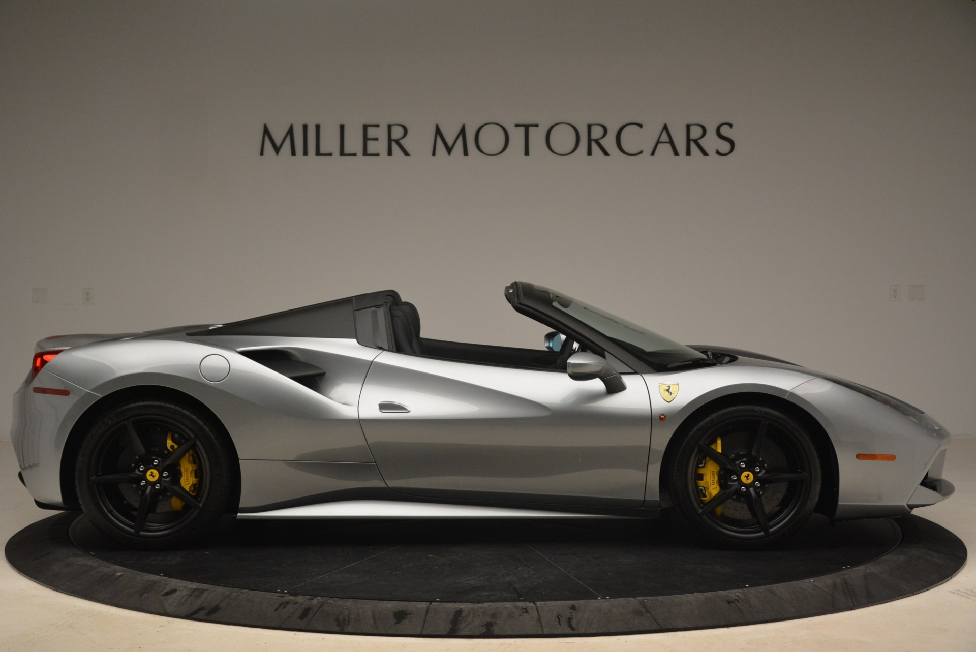 Used 2018 Ferrari 488 Spider  For Sale In Westport, CT 2306_p9
