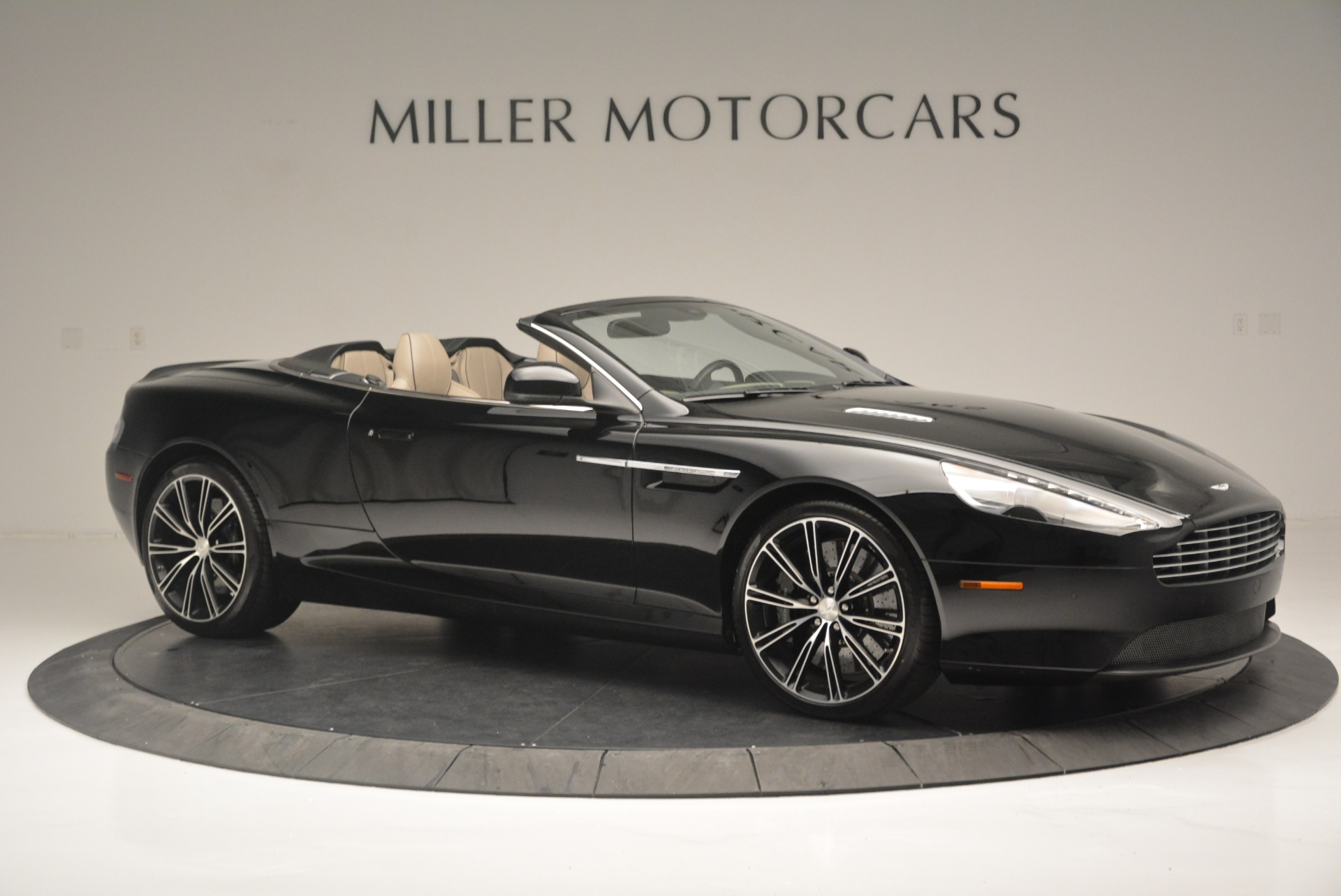 Used 2015 Aston Martin DB9 Volante For Sale In Westport, CT 2318_p10