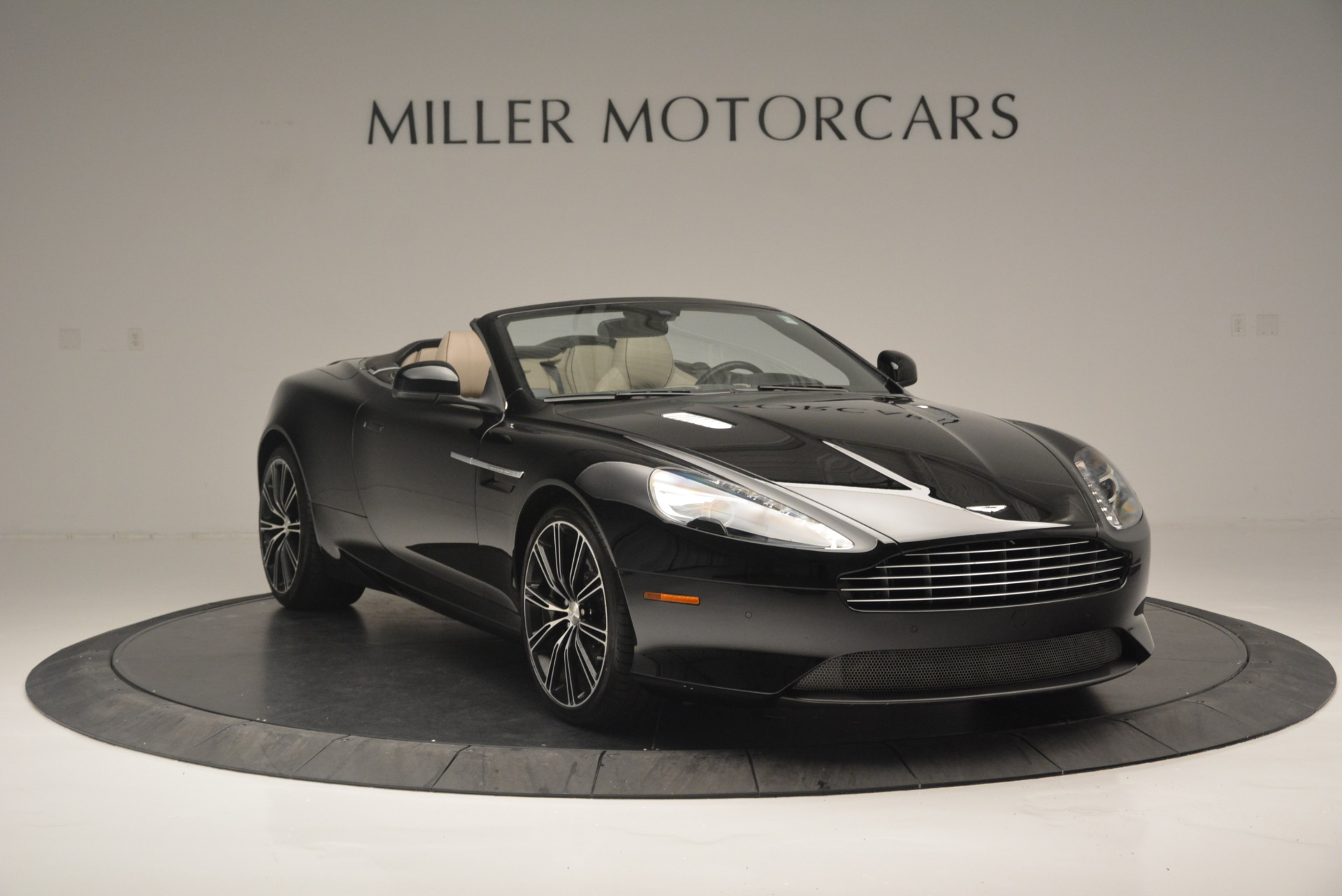 Used 2015 Aston Martin DB9 Volante For Sale In Westport, CT 2318_p11