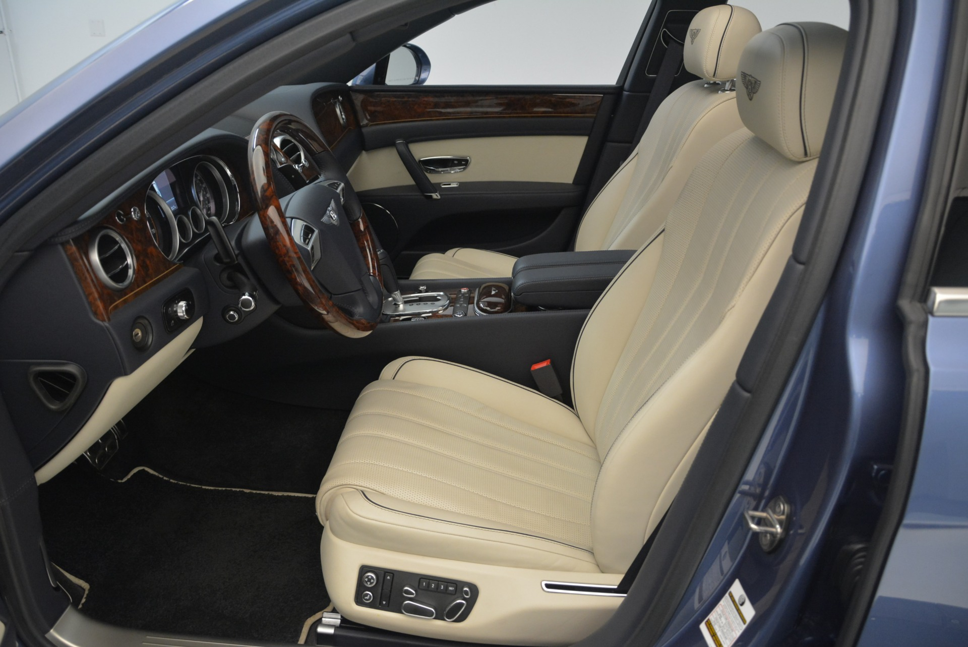 Used 2015 Bentley Flying Spur W12 For Sale In Westport, CT 2339_p20