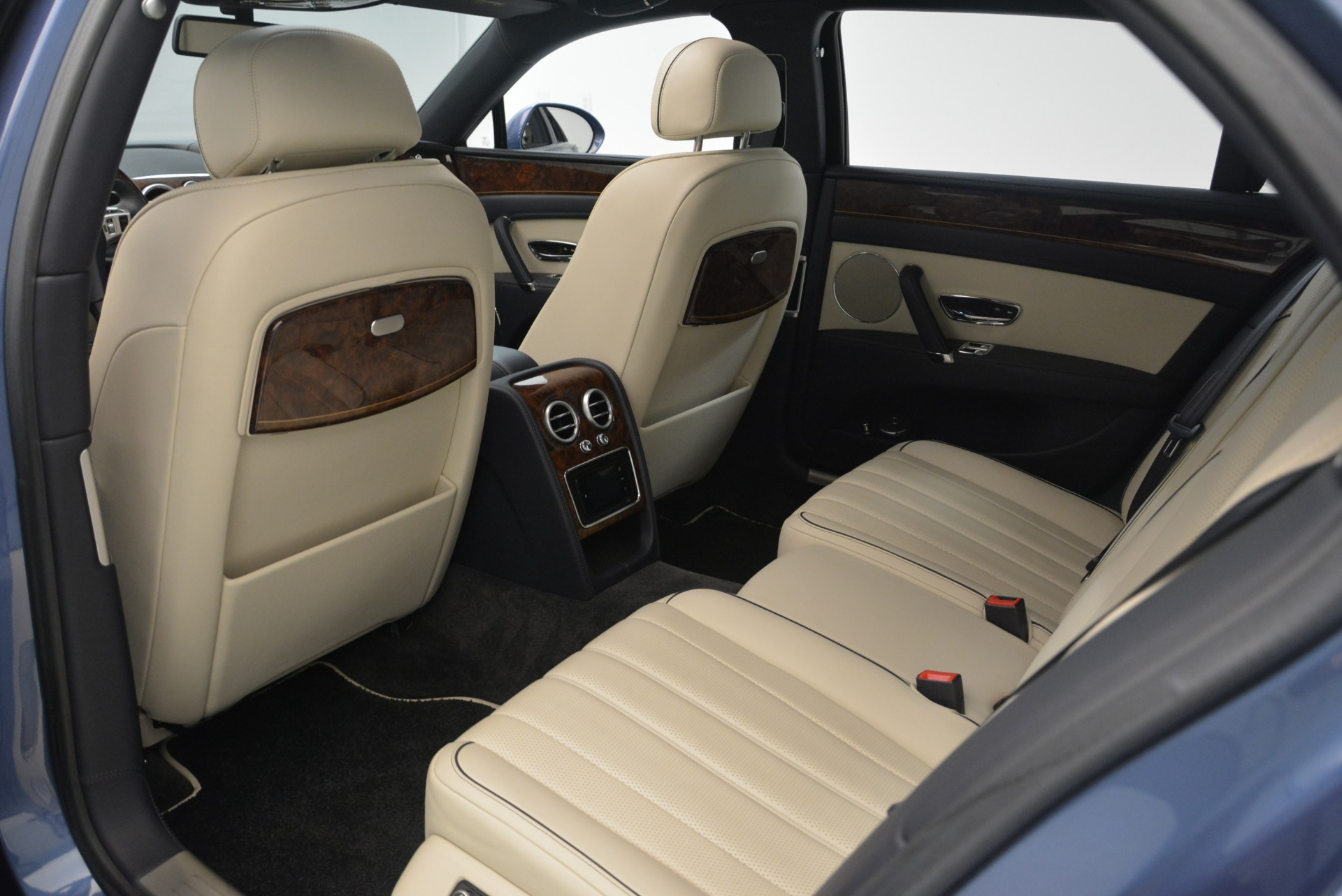 Used 2015 Bentley Flying Spur W12 For Sale In Westport, CT 2339_p26