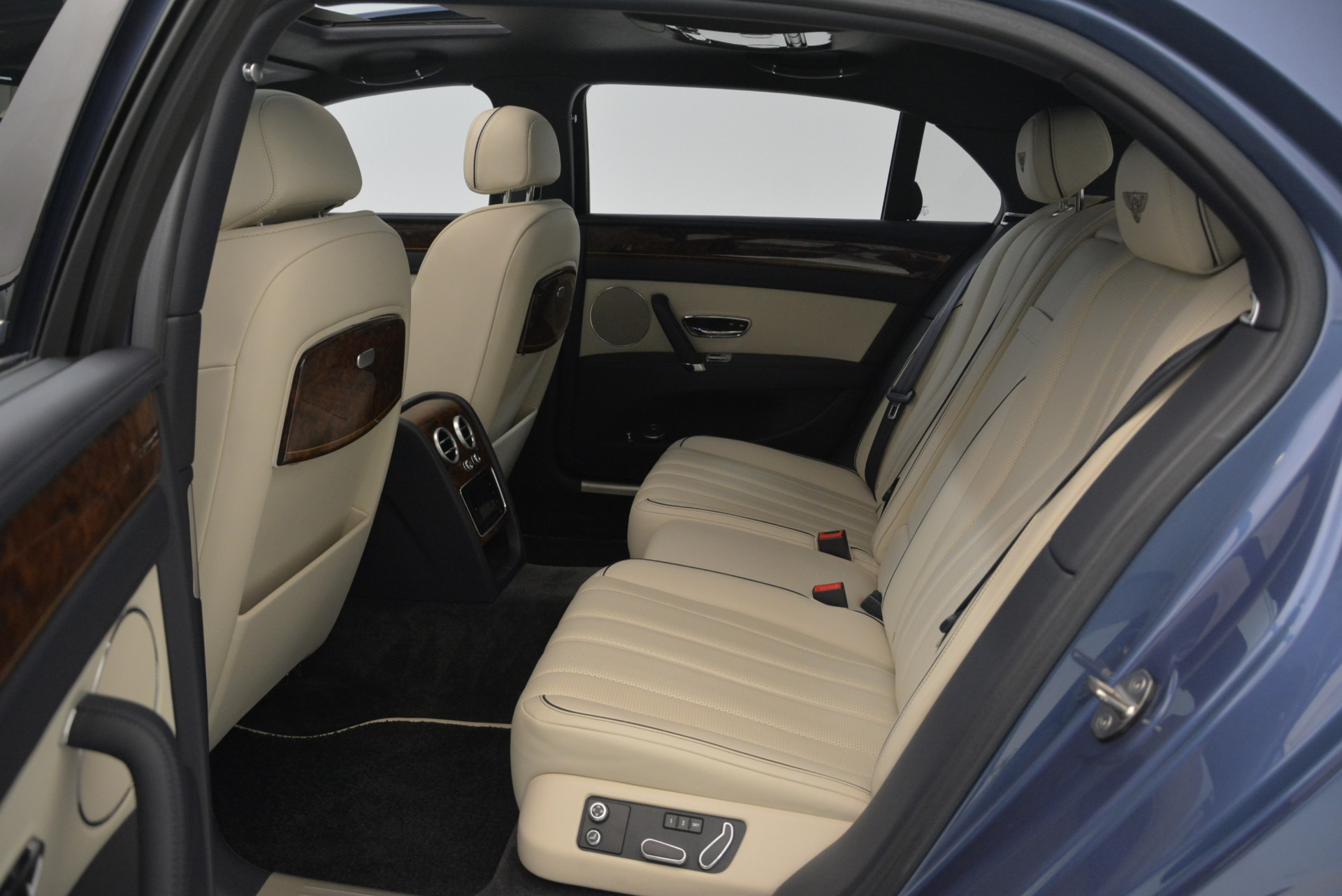 Used 2015 Bentley Flying Spur W12 For Sale In Westport, CT 2339_p28