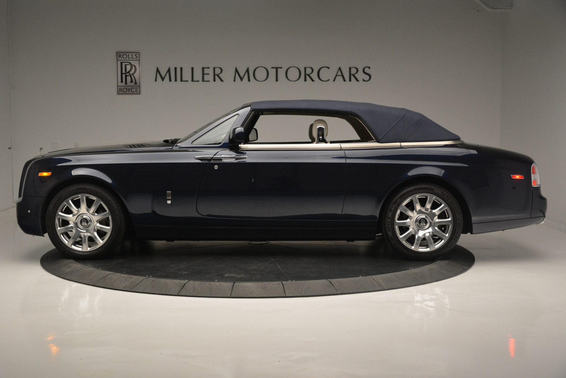 Used 2014 Rolls-Royce Phantom Drophead Coupe  For Sale In Westport, CT 2356_p10
