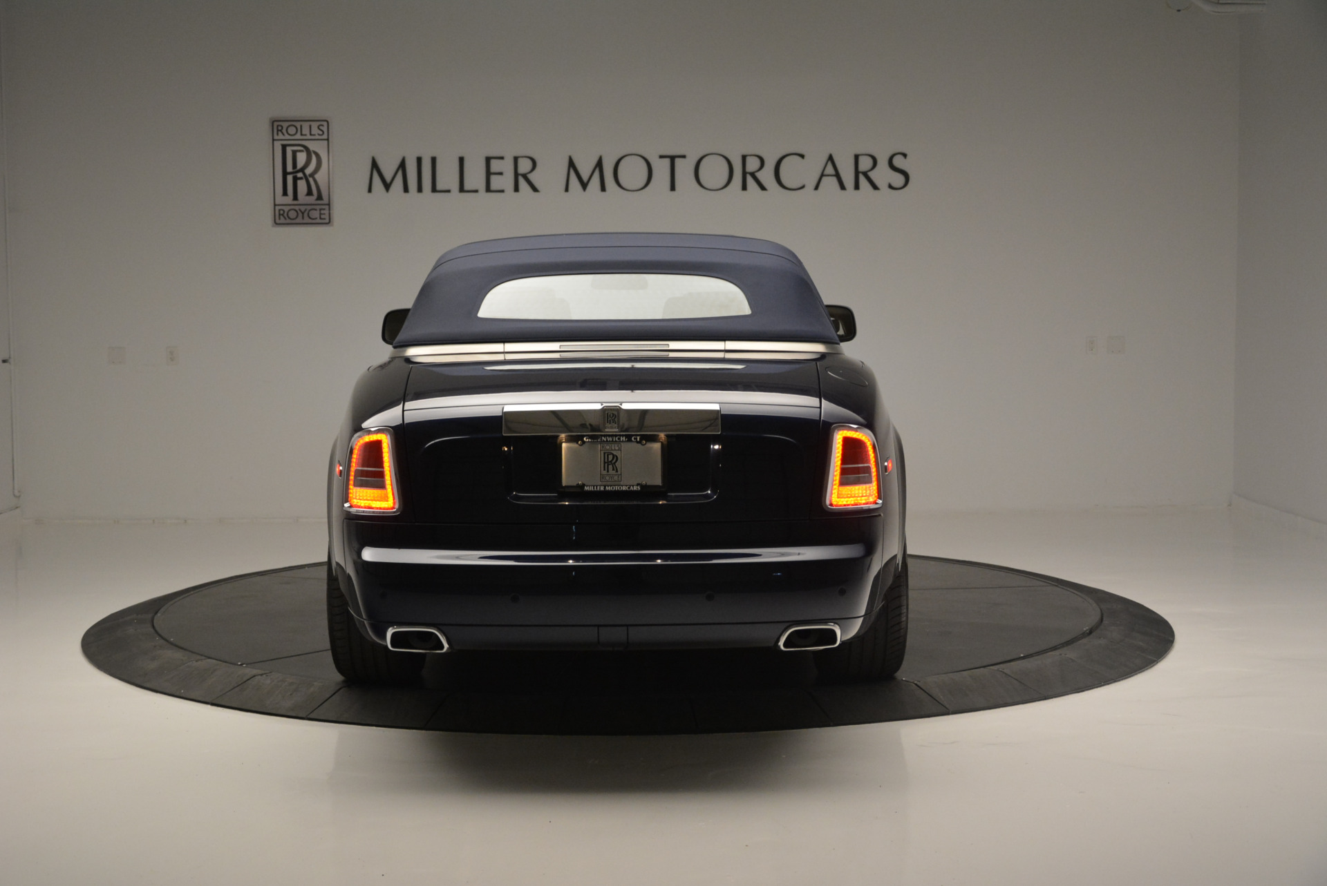 Used 2014 Rolls-Royce Phantom Drophead Coupe  For Sale In Westport, CT 2356_p12