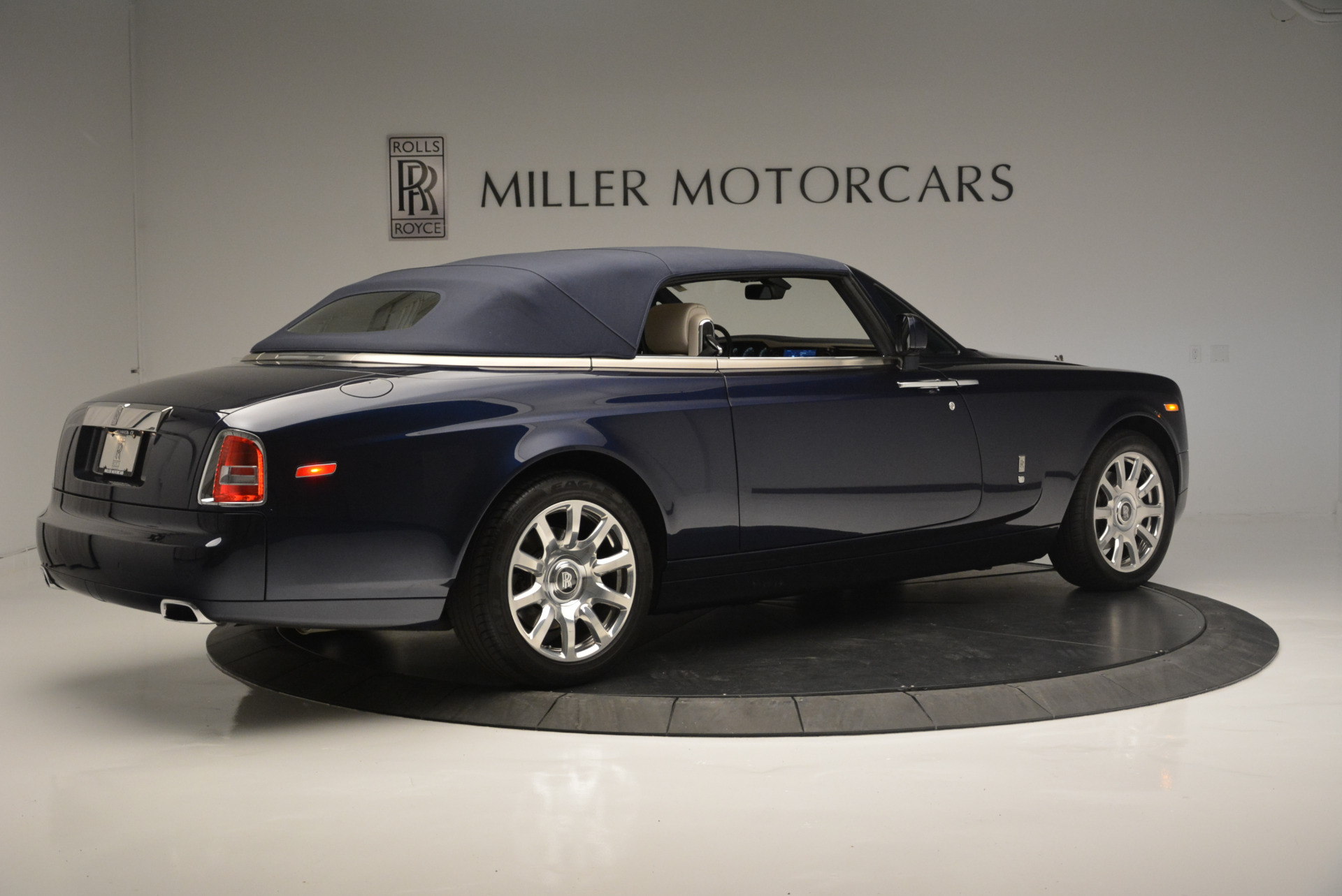 Used 2014 Rolls-Royce Phantom Drophead Coupe  For Sale In Westport, CT 2356_p13