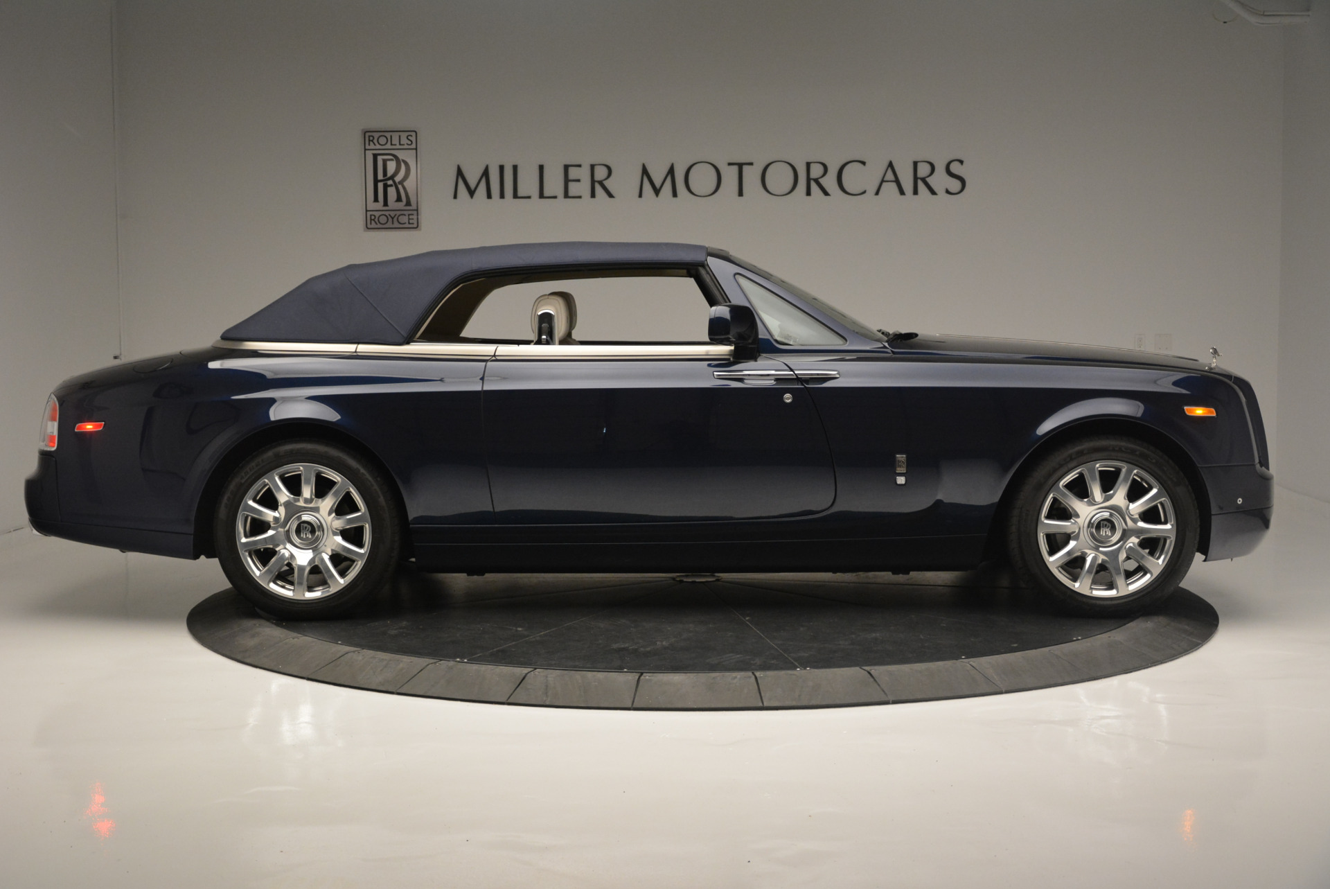 Used 2014 Rolls-Royce Phantom Drophead Coupe  For Sale In Westport, CT 2356_p14