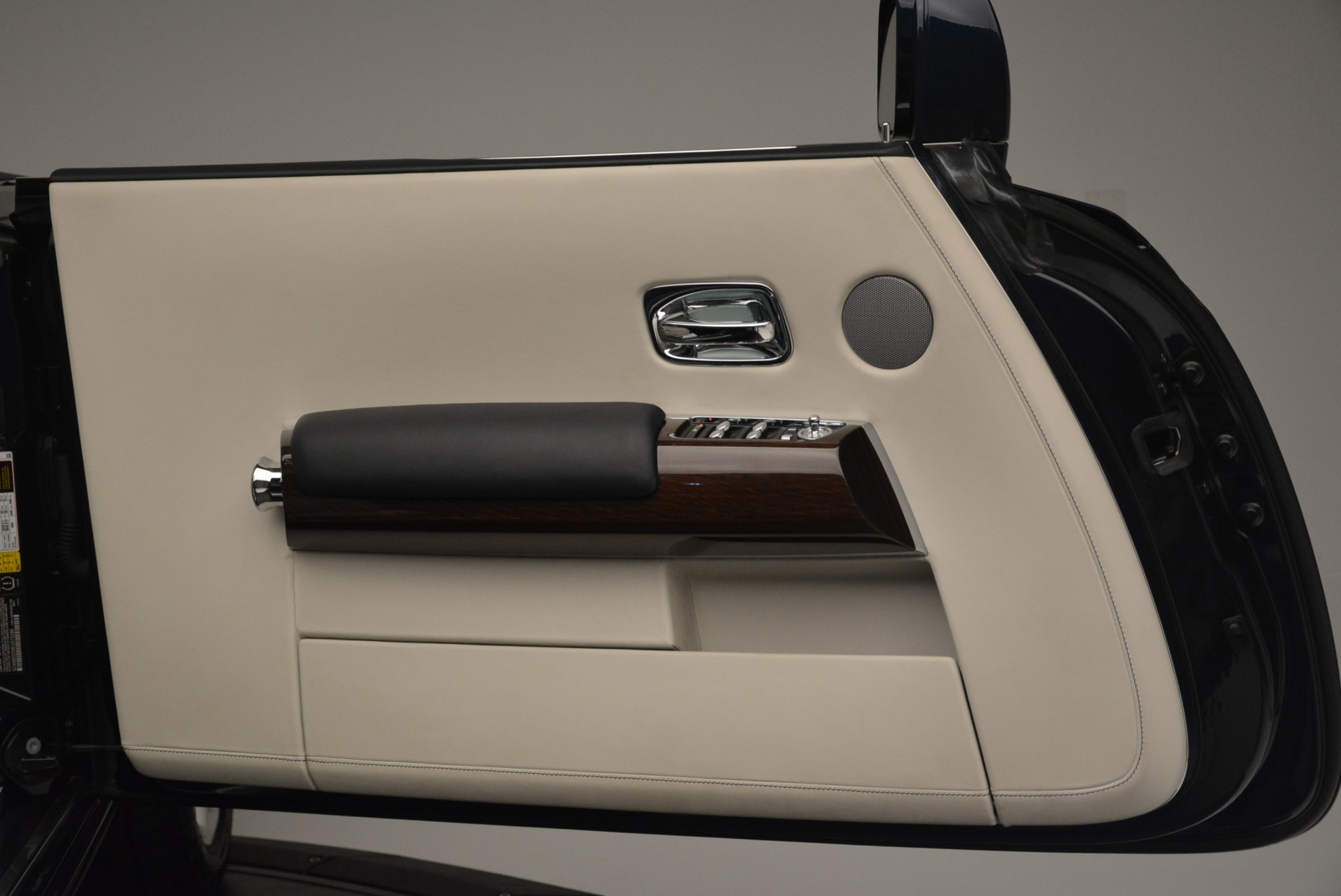 Used 2014 Rolls-Royce Phantom Drophead Coupe  For Sale In Westport, CT 2356_p21