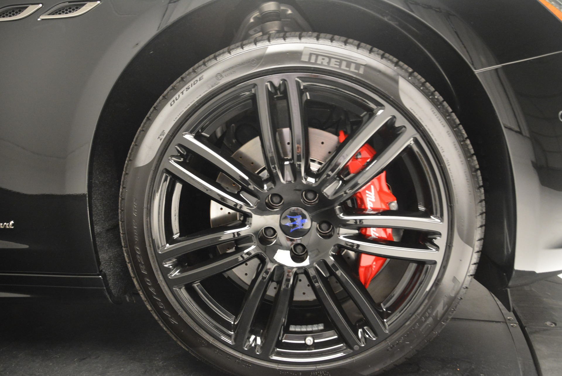 New 2018 Maserati Ghibli SQ4 GranSport Nerissimo For Sale In Westport, CT 2366_p25