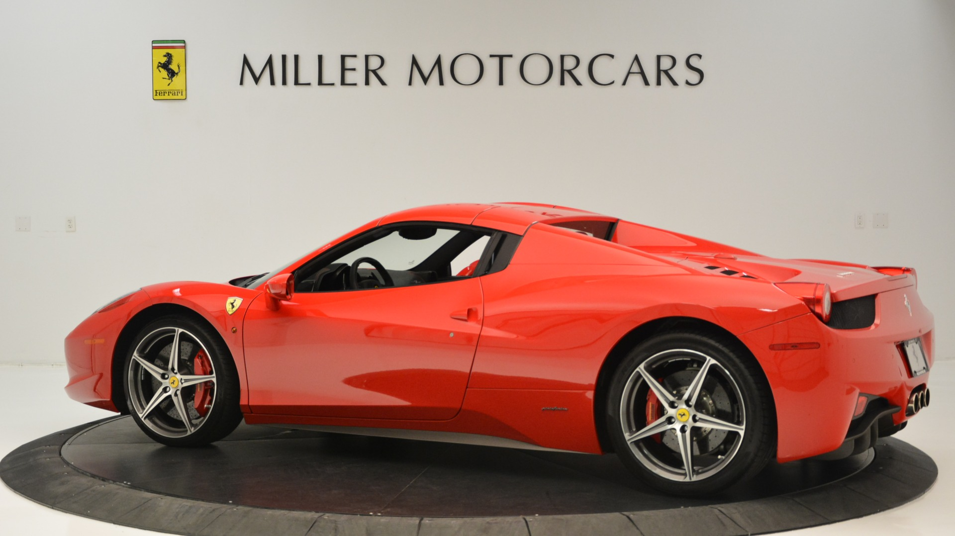 Used 2015 Ferrari 458 Spider  For Sale In Westport, CT 2369_p17