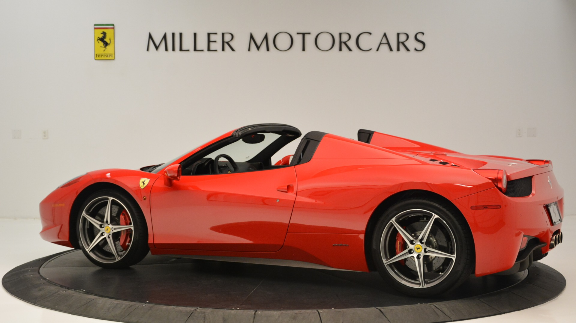 Used 2015 Ferrari 458 Spider  For Sale In Westport, CT 2369_p5