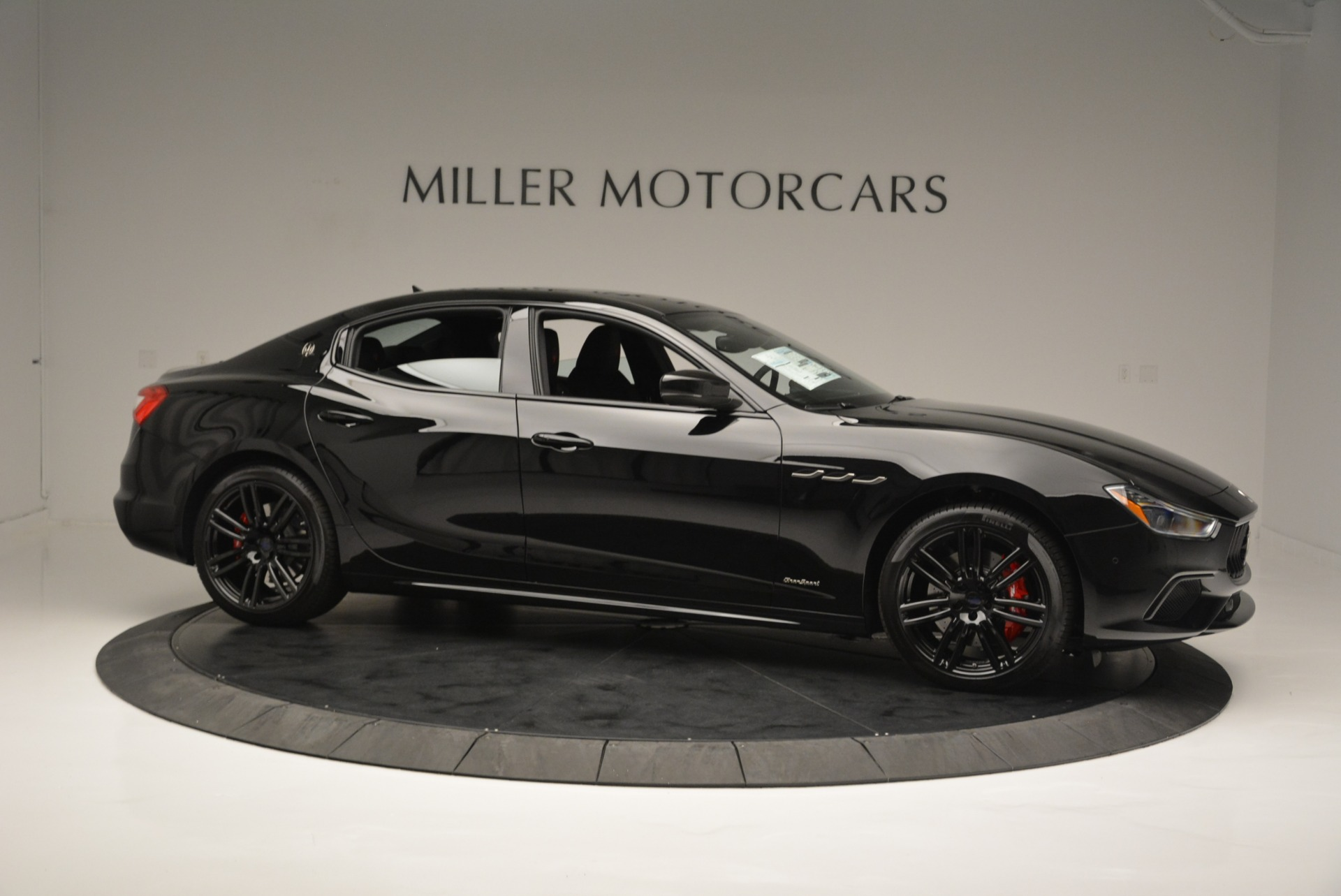 New 2018 Maserati Ghibli SQ4 GranSport Nerissimo For Sale In Westport, CT 2372_p10