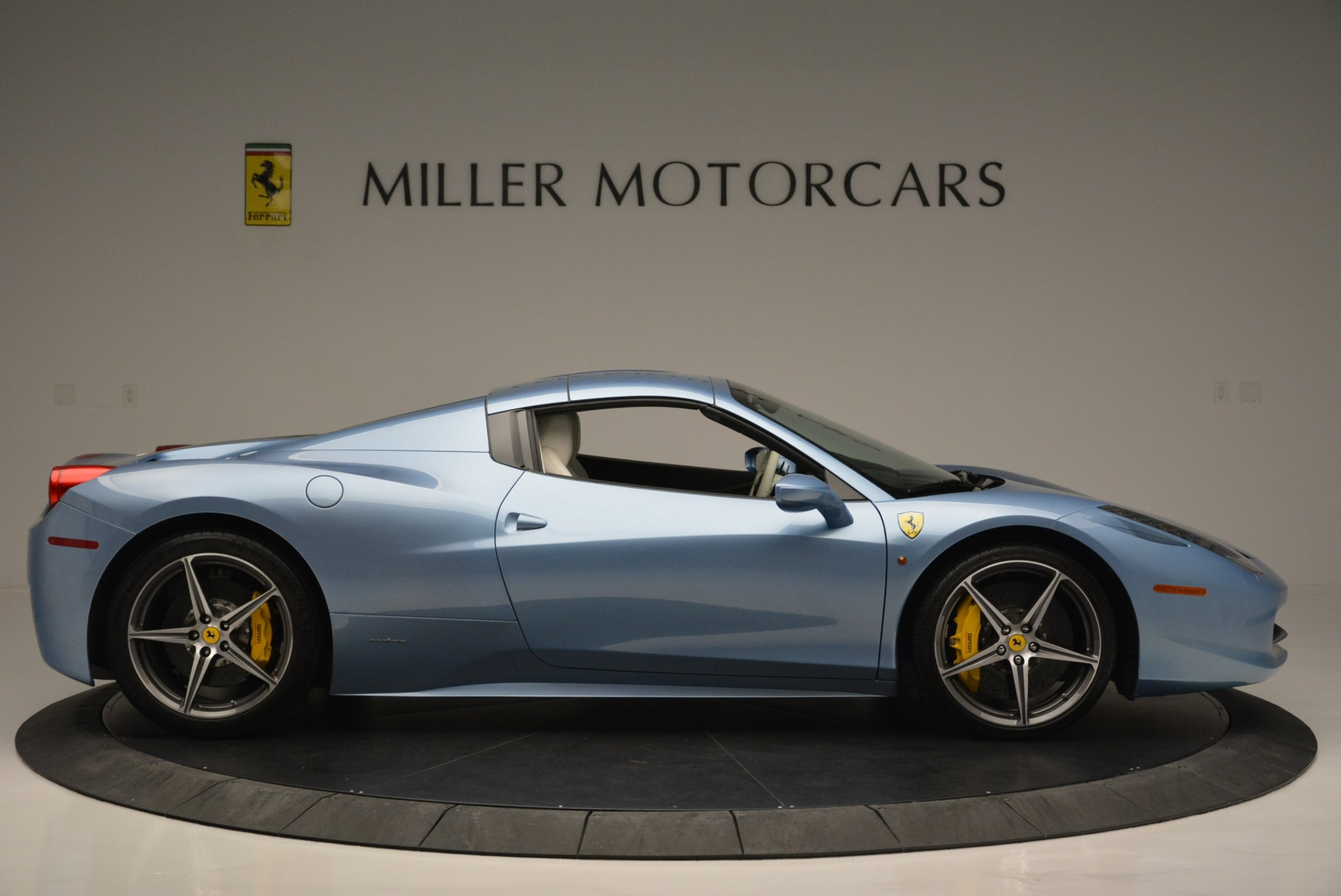 Used 2012 Ferrari 458 Spider  For Sale In Westport, CT 2413_p21