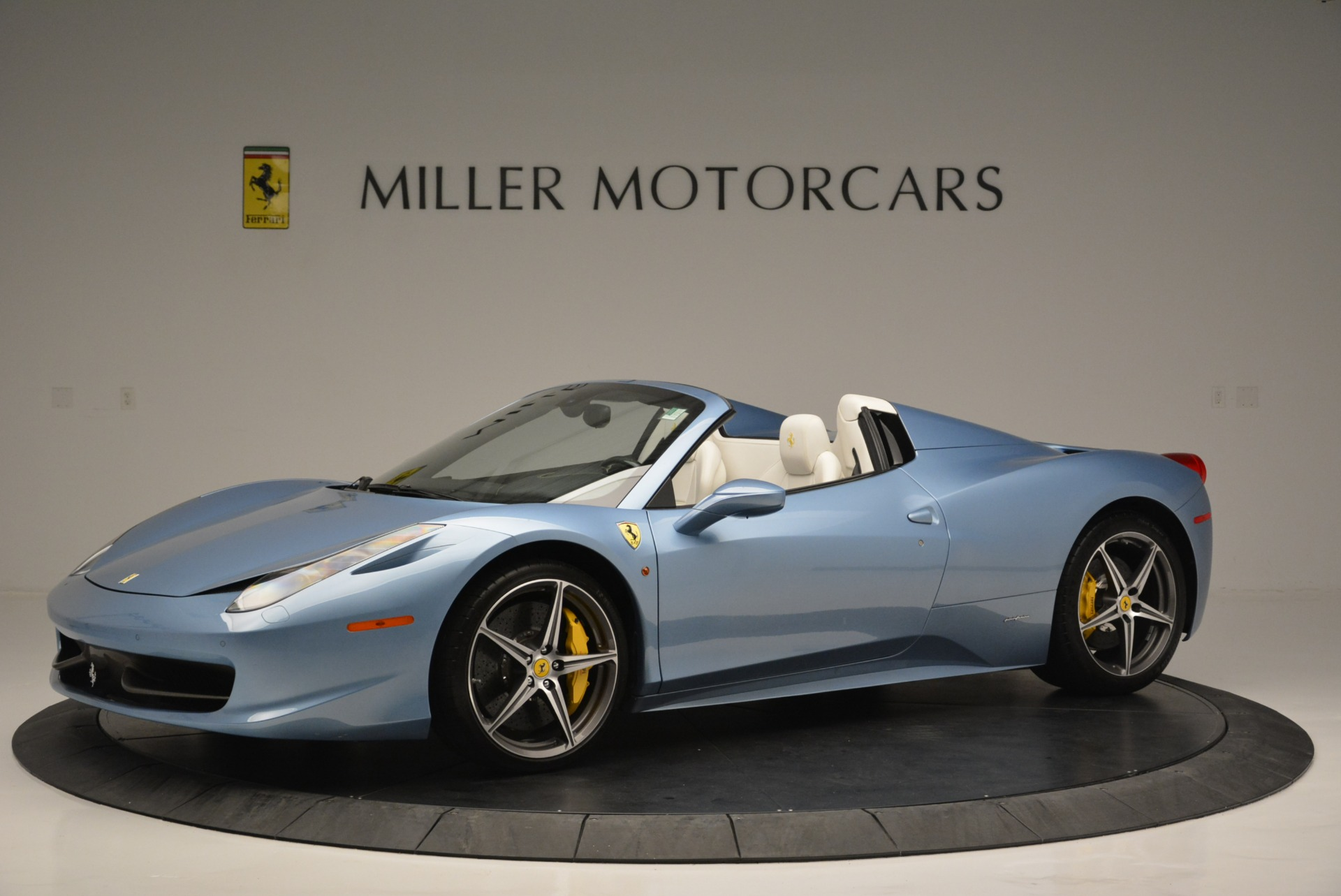 Used 2012 Ferrari 458 Spider  For Sale In Westport, CT 2413_p2