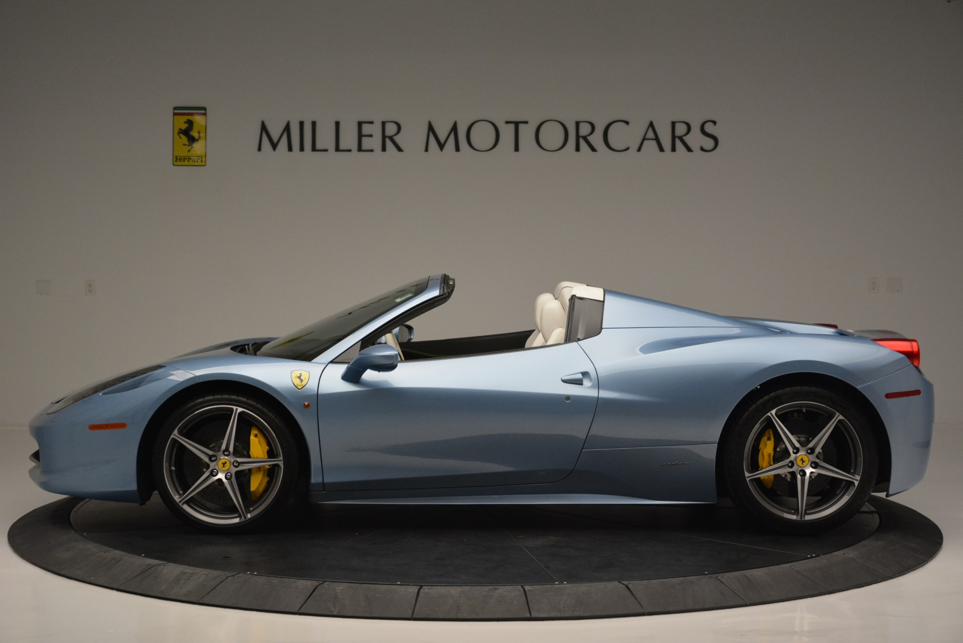Used 2012 Ferrari 458 Spider  For Sale In Westport, CT 2413_p3