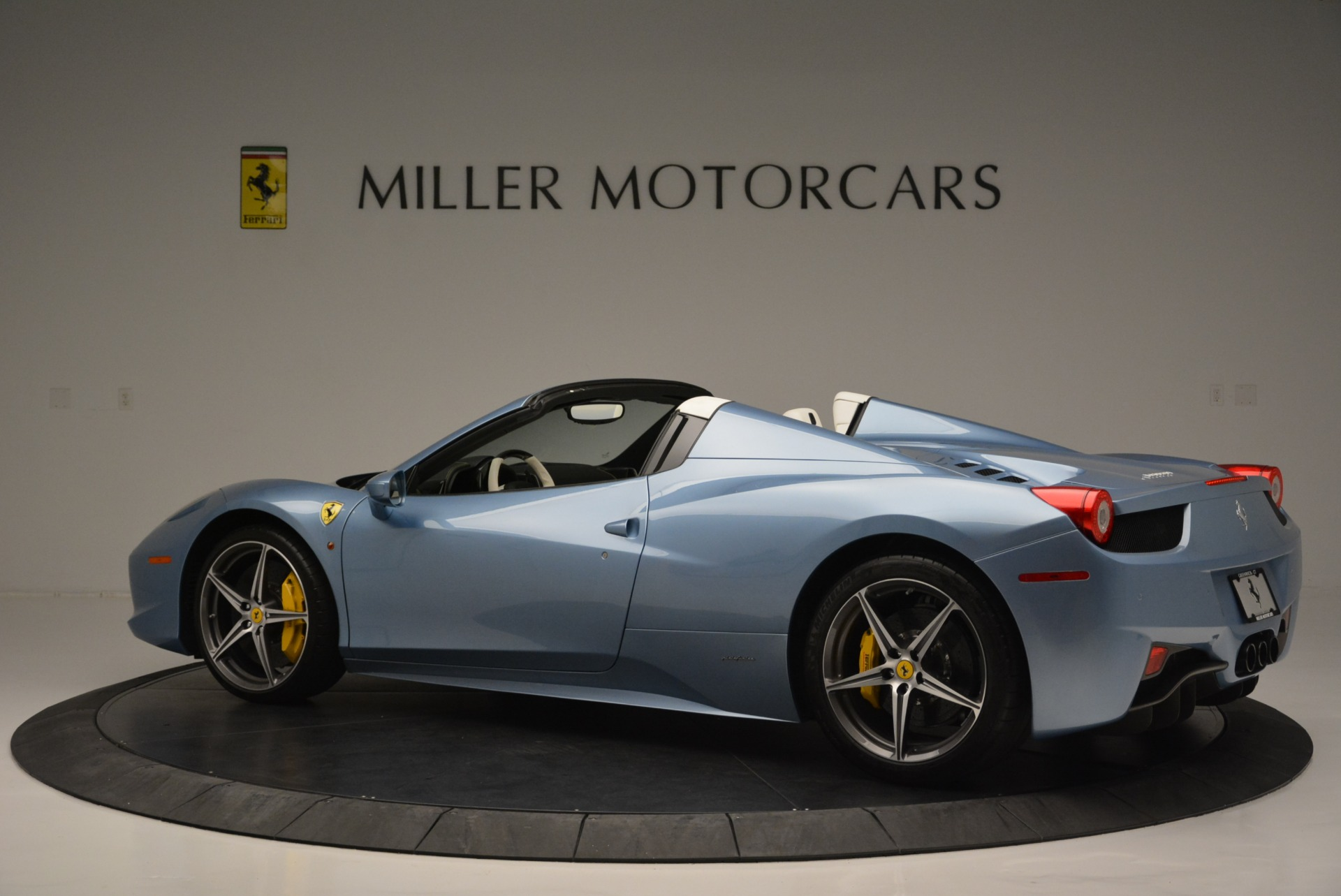 Used 2012 Ferrari 458 Spider  For Sale In Westport, CT 2413_p4