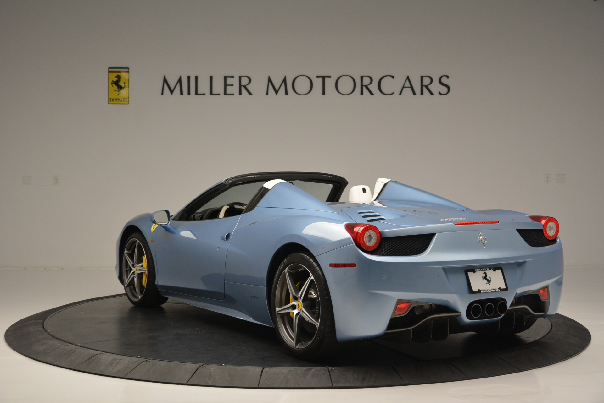 Used 2012 Ferrari 458 Spider  For Sale In Westport, CT 2413_p5